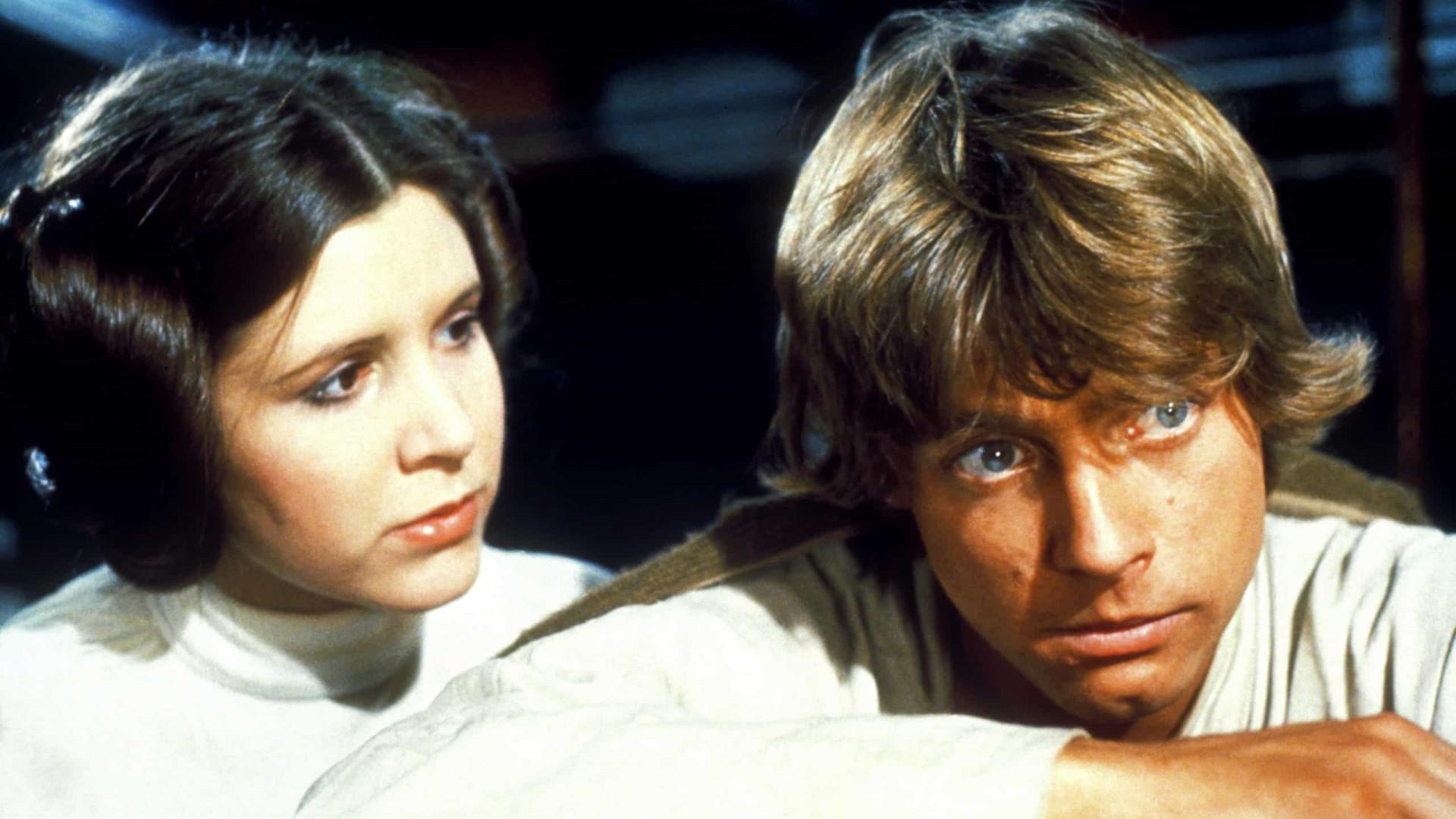 Essas estrelas foram irmãos na ficção e se envolveram na vida real