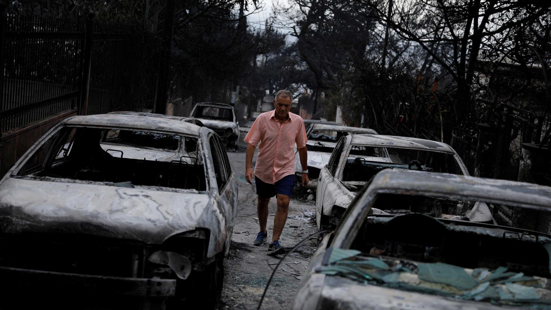 Sobe para 85 número de mortos em incêndios na Grécia