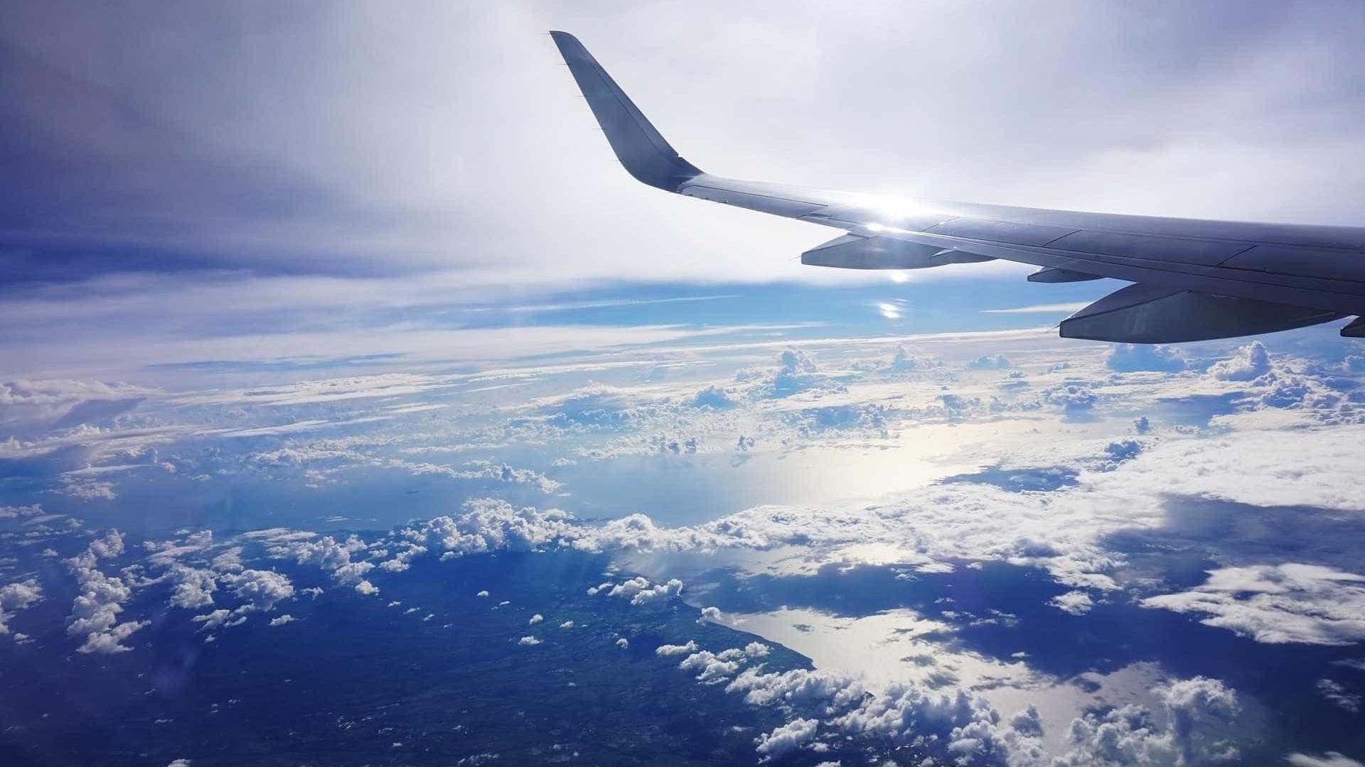 Avião é roubado por funcionário de companhia e cai em ilha nos EUA