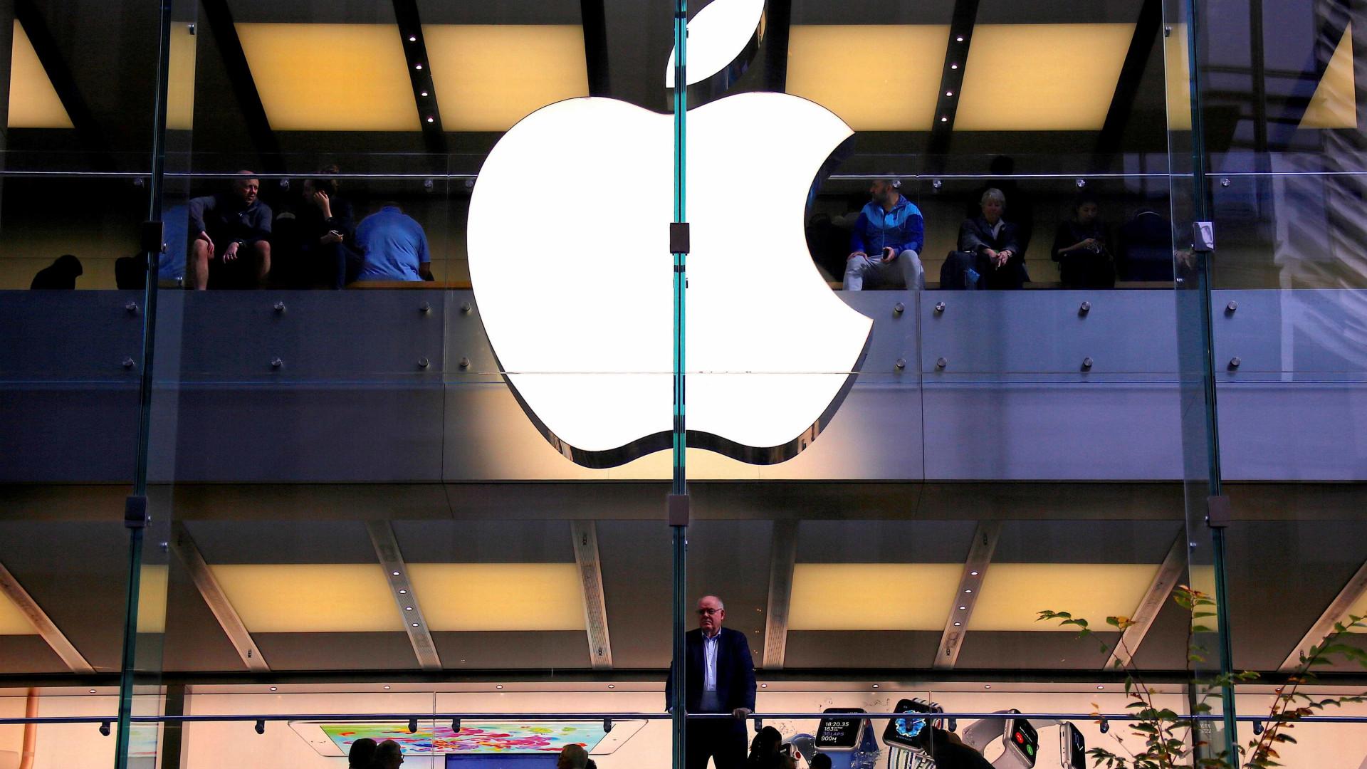 Apple é primeira empresa a atingir US$ 1 trilhão em valor de mercado