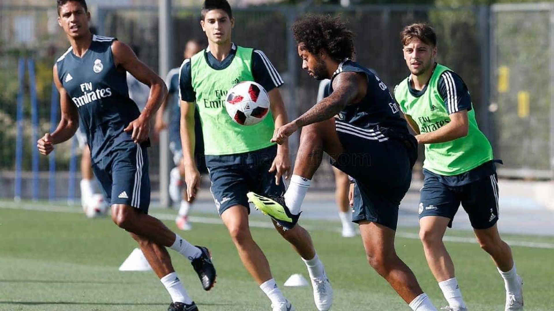 Marcelo domina a bola com maestria e faz golaço em treino do Real