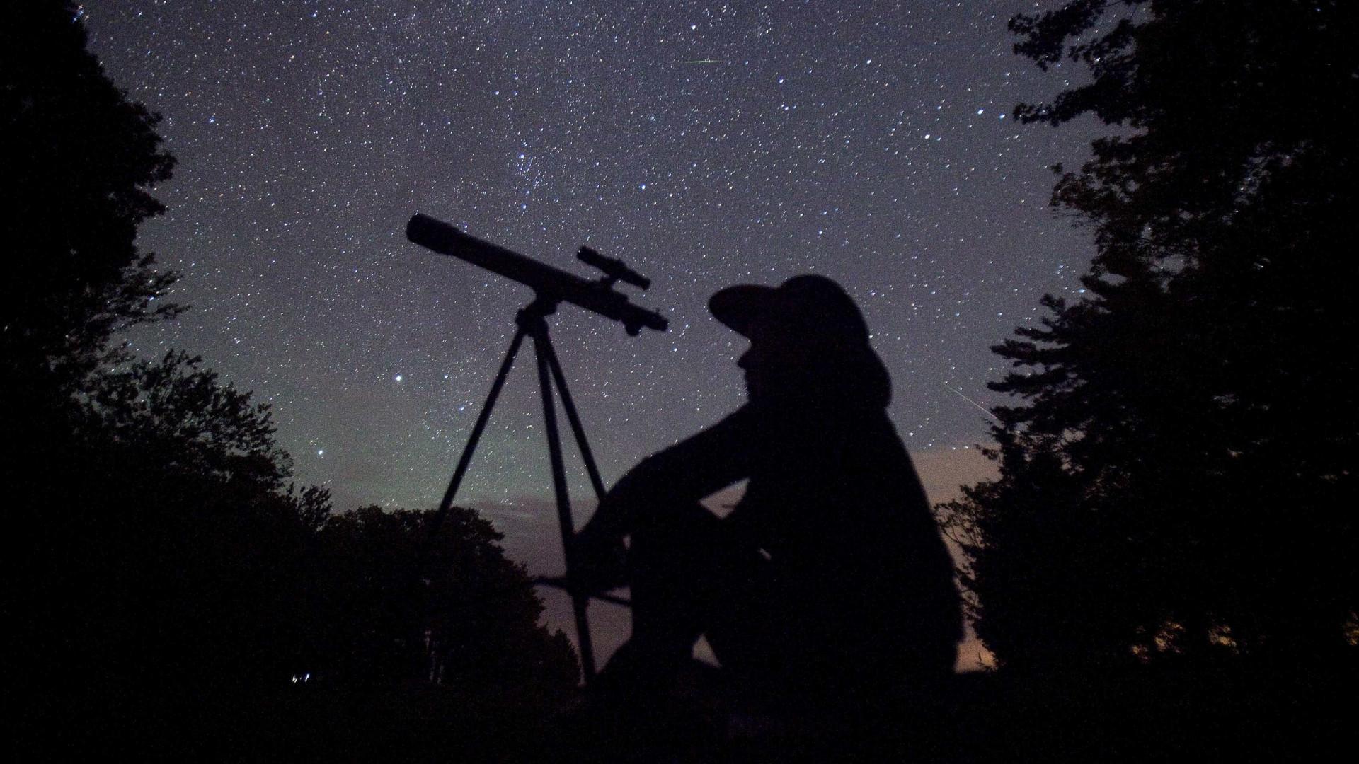 Brasileiros poderão observar chuva de estrelas cadentes neste mês