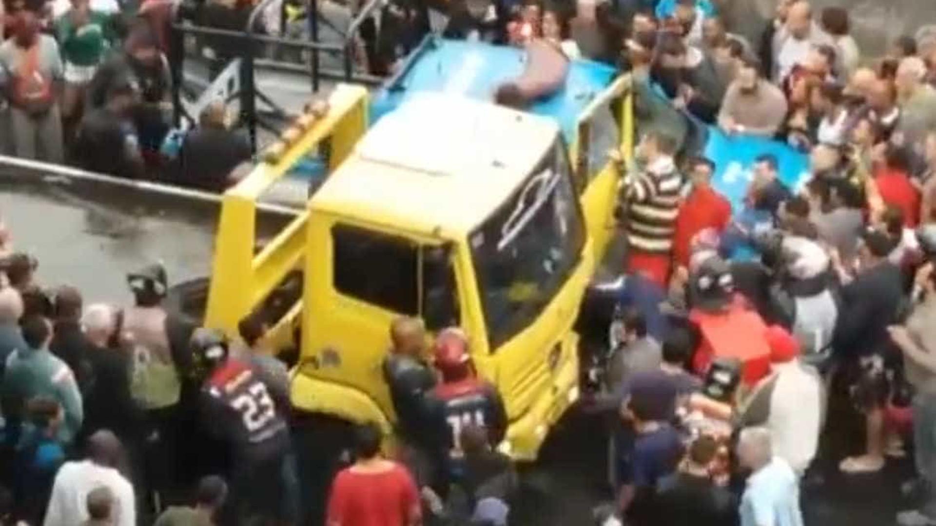 Motorista que atropelou dez no Rio transportava pacote com pó branco