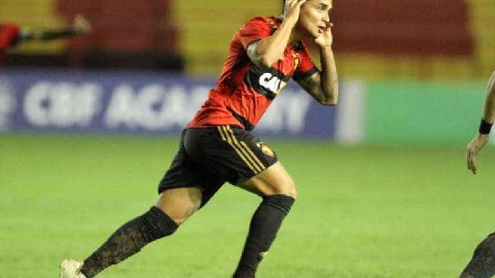 Everton Felipe é regularizado, mas não tem estreia certa no São Paulo