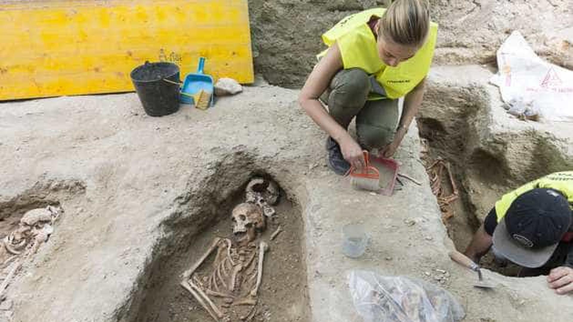 Arqueólogos descobrem cemitério medieval em área turística de Lisboa