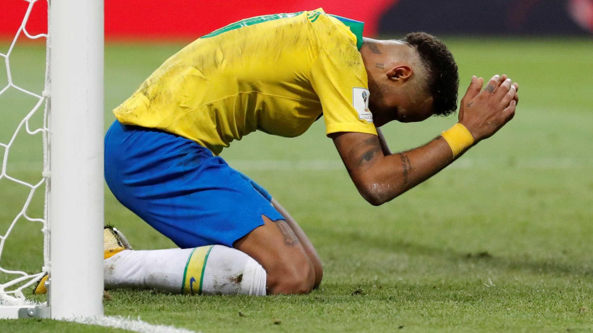Escondido no Brasil e pressionado na França, Neymar tenta virada