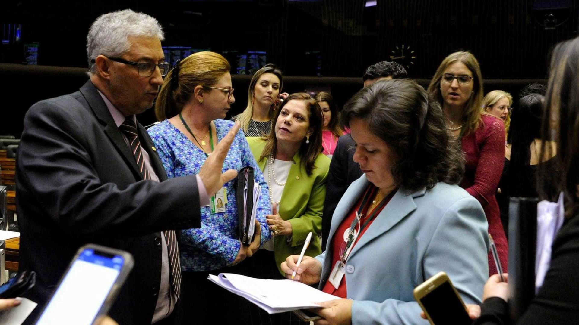Projeto que altera Lei Maria da Penha é aprovado na Câmara