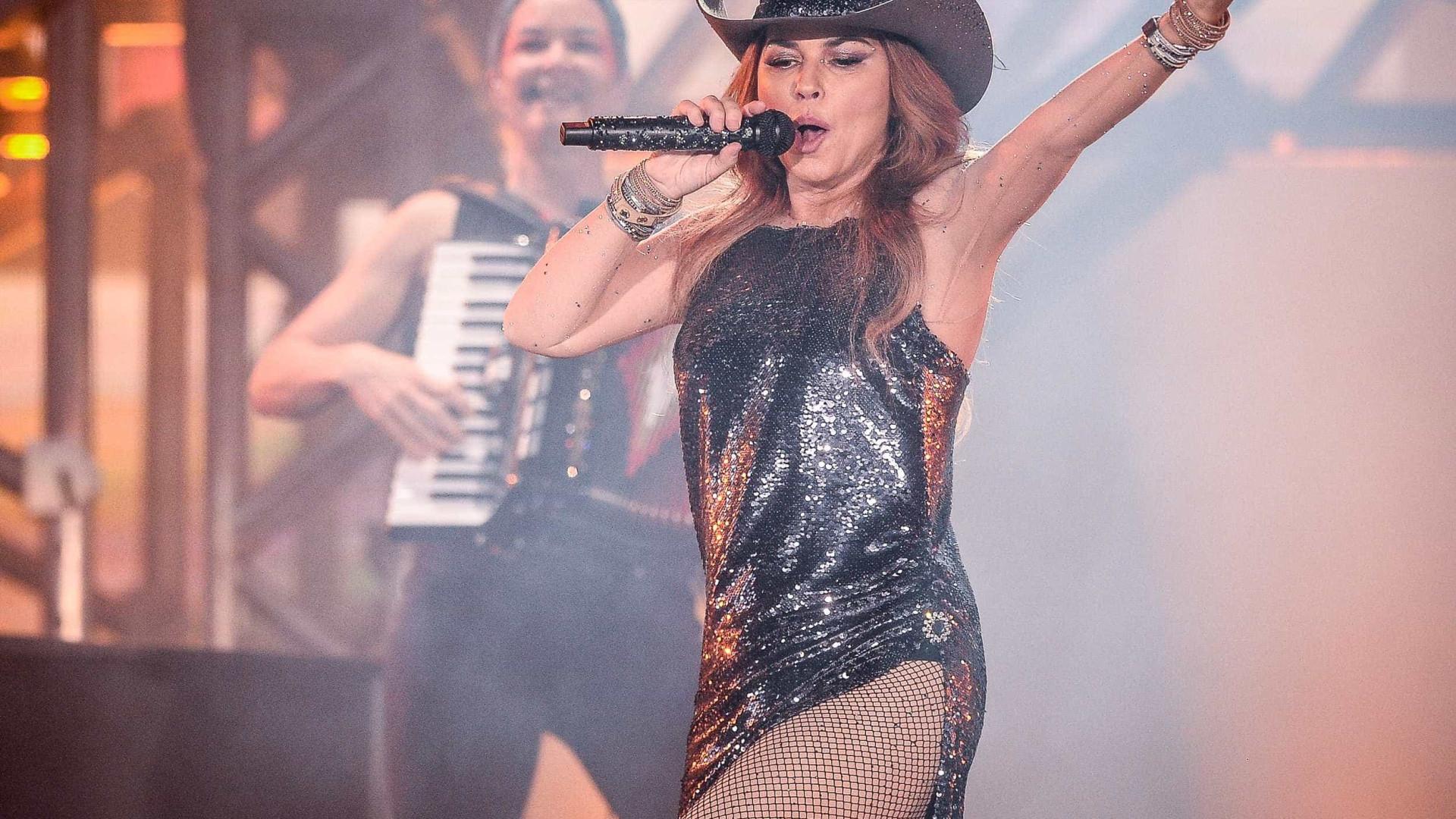 Fã de Shania Twain pede namorado em casamento durante show da cantora