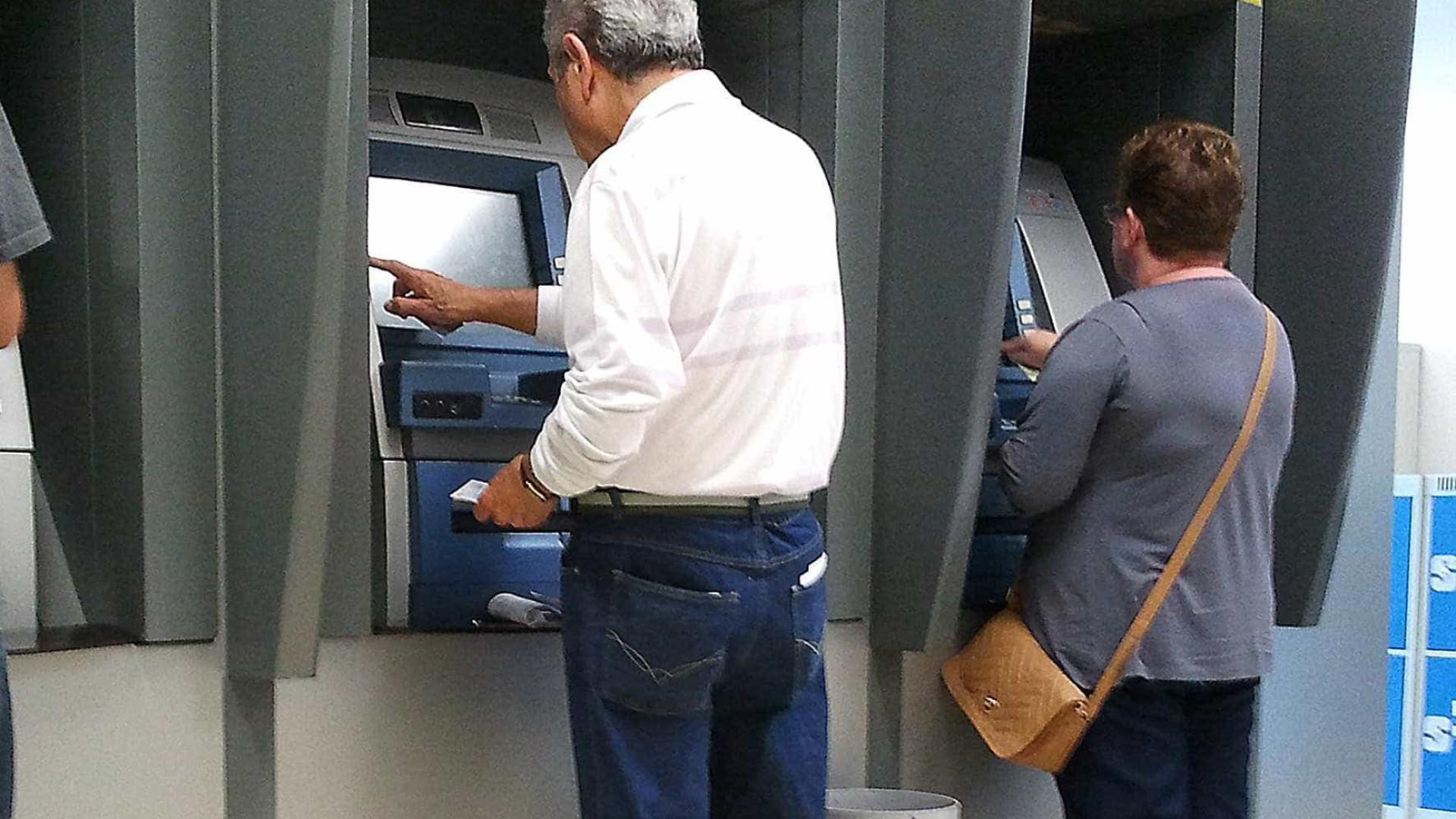 Pagamento do 13º salário de aposentados começa segunda; veja regras
