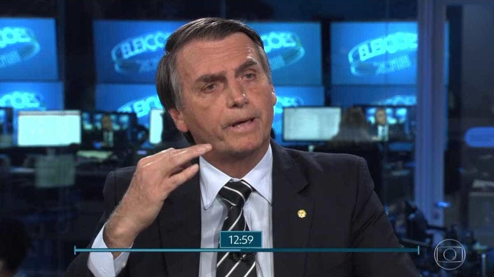 Ao falar de economia, Bolsonaro cita 'casamento' e 'alfineta' Bonner