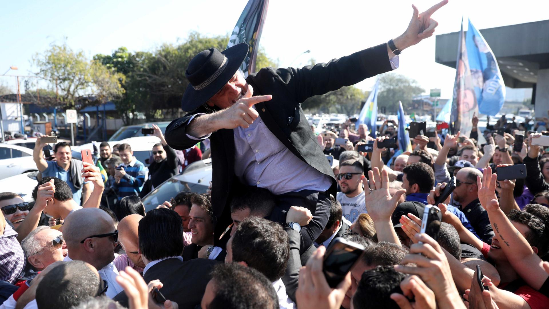 Bolsonaro comete ato falho sobre ataque: 'Sou vítima daquilo que prego'