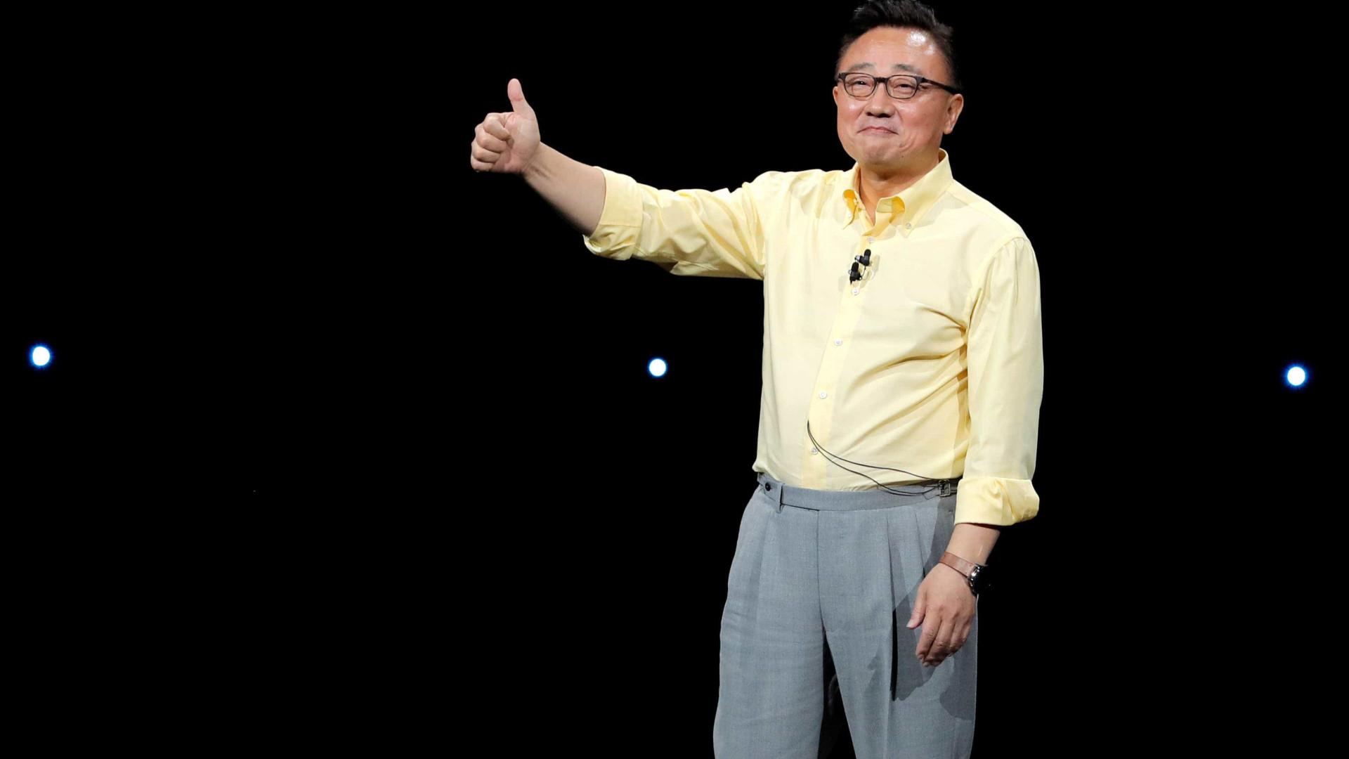 Smartphone dobrável da Samsung chega ainda este ano