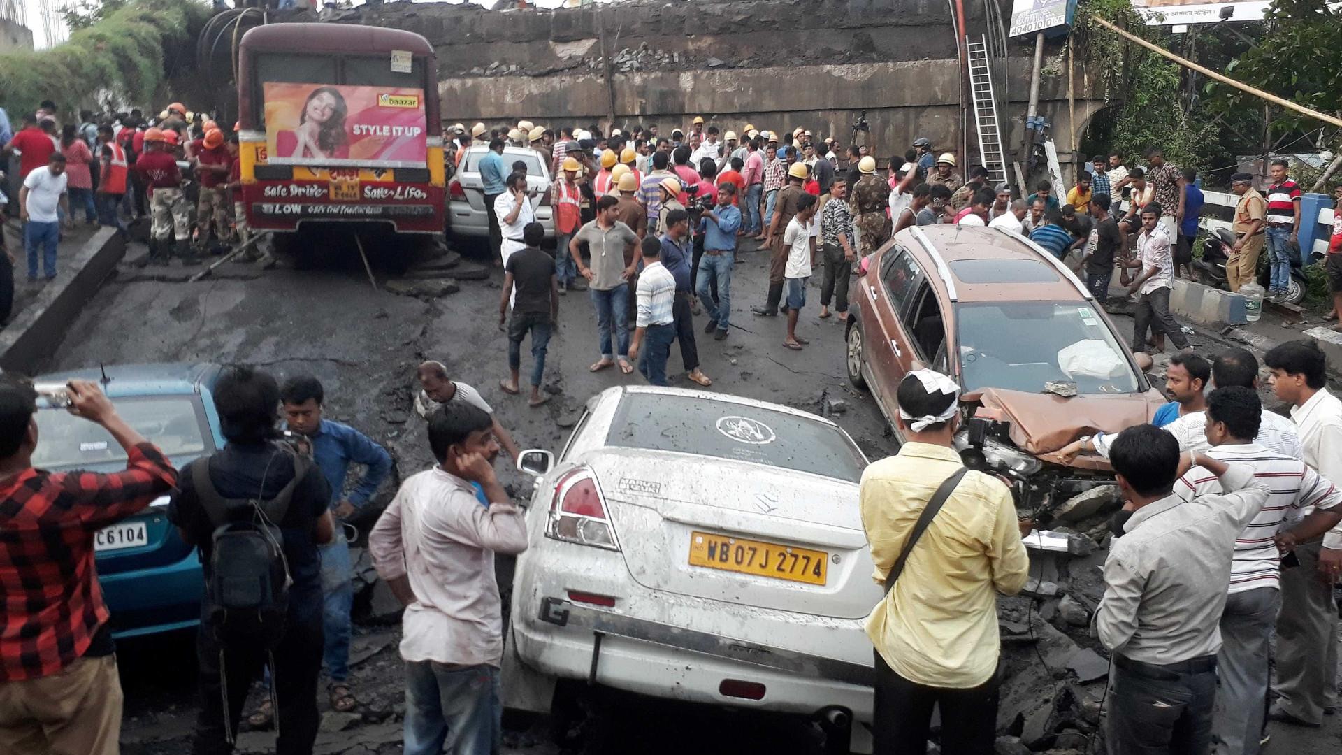 Parte de ponte desaba em Calcutá; há pelo menos um morto e feridos