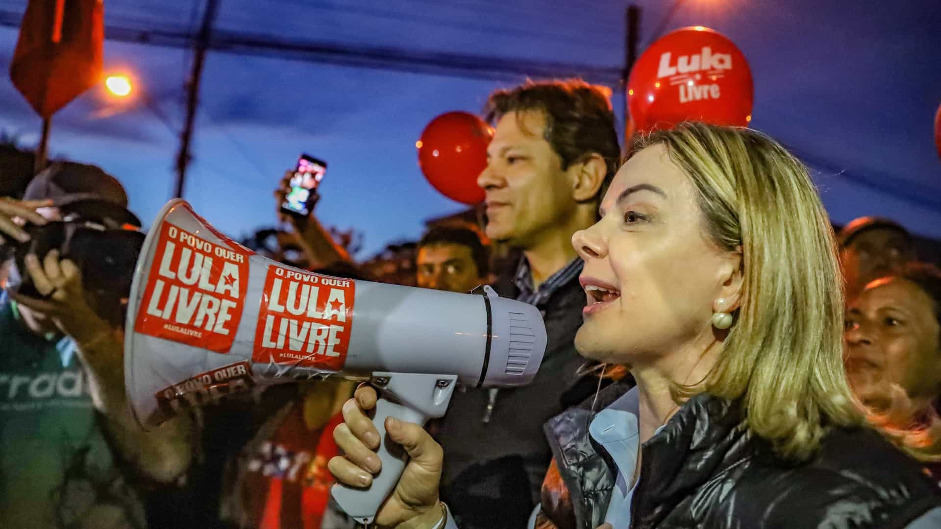 PT marca reunião para dia 11, data limite para substituição de Lula