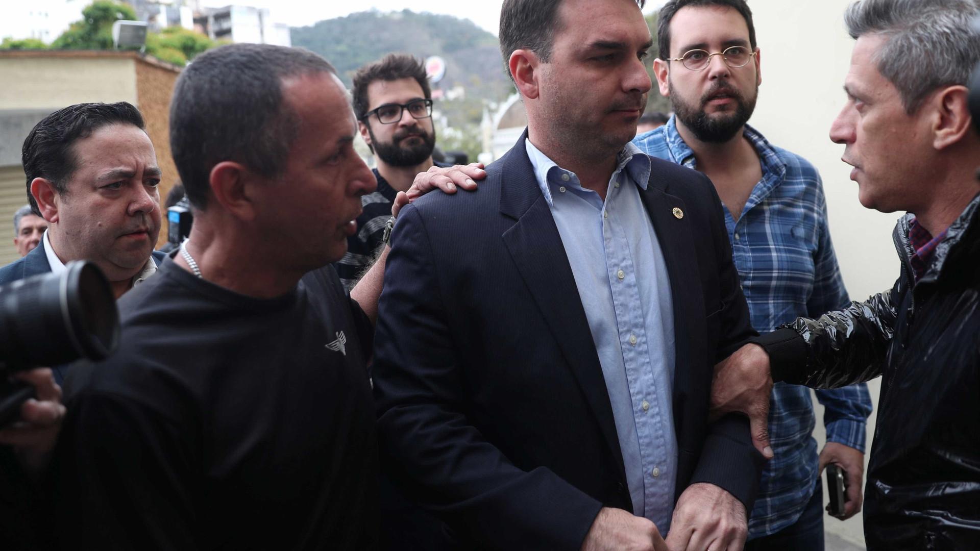 Flávio Bolsonaro diz que pai não deve voltar a fazer campanha nas ruas