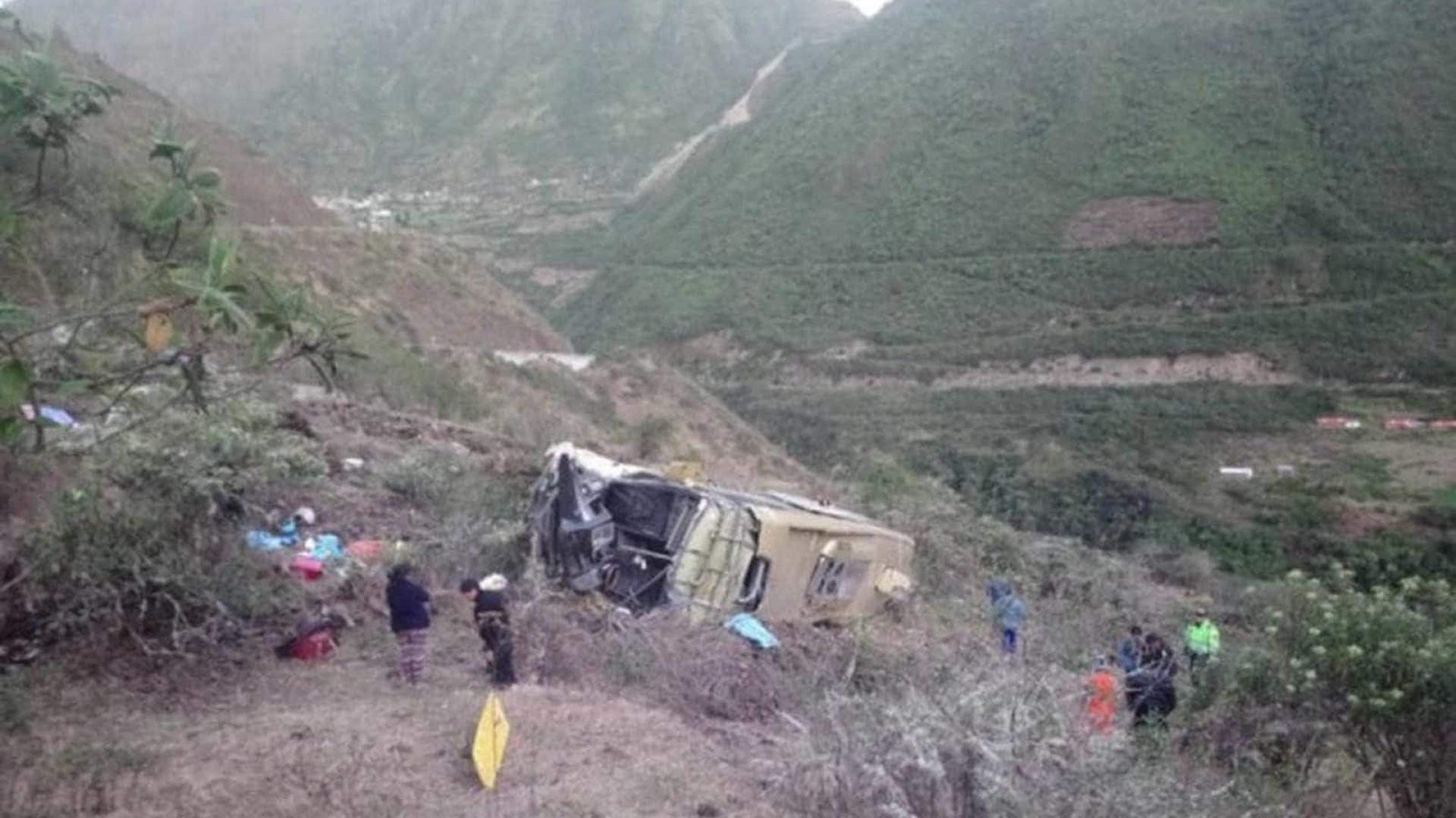 Casal brasileiro relata momentos de terror após queda de ônibus no Peru