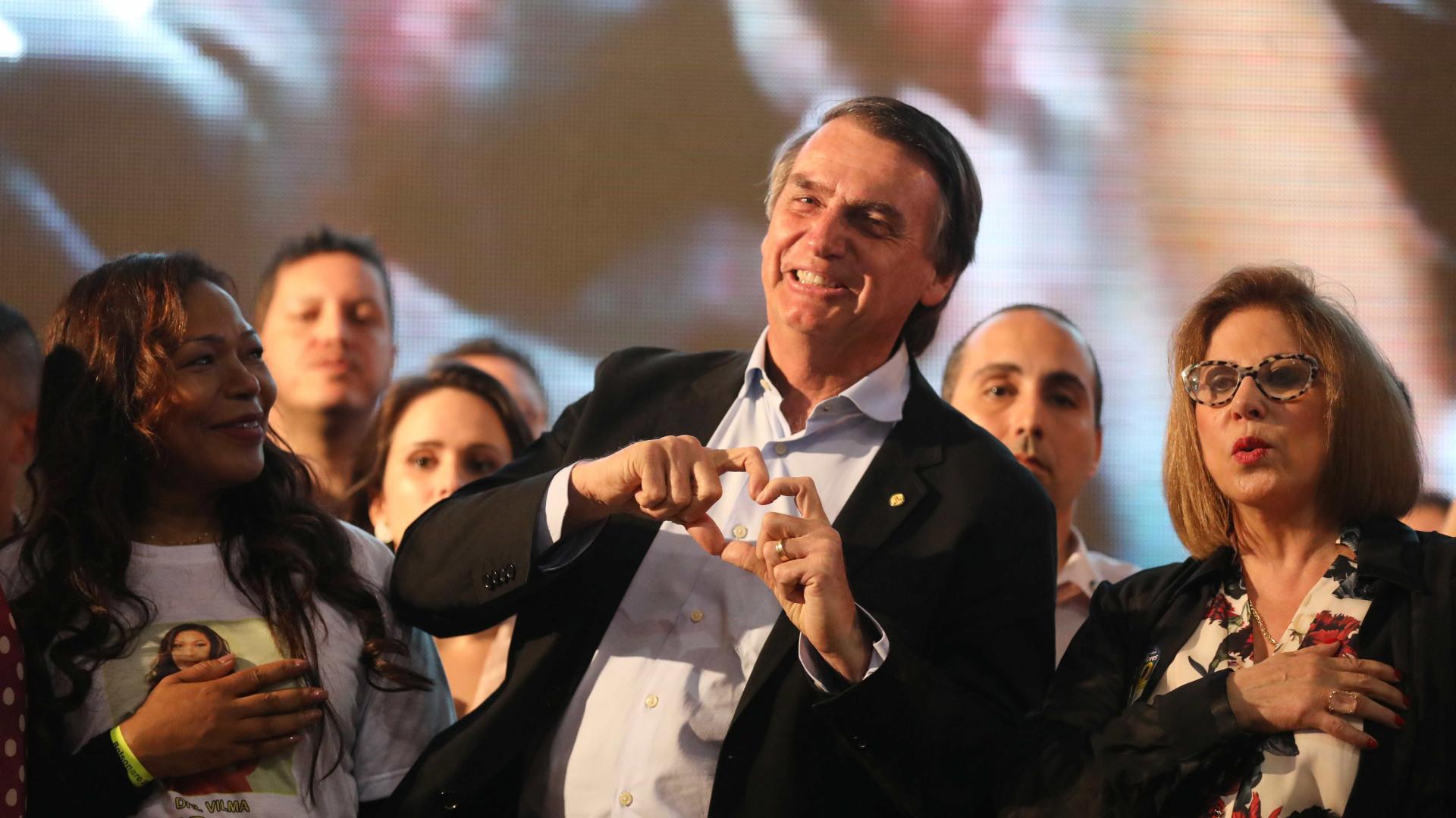 Bolsonaro mantém liderança também entre as mulheres, segundo Datafolha