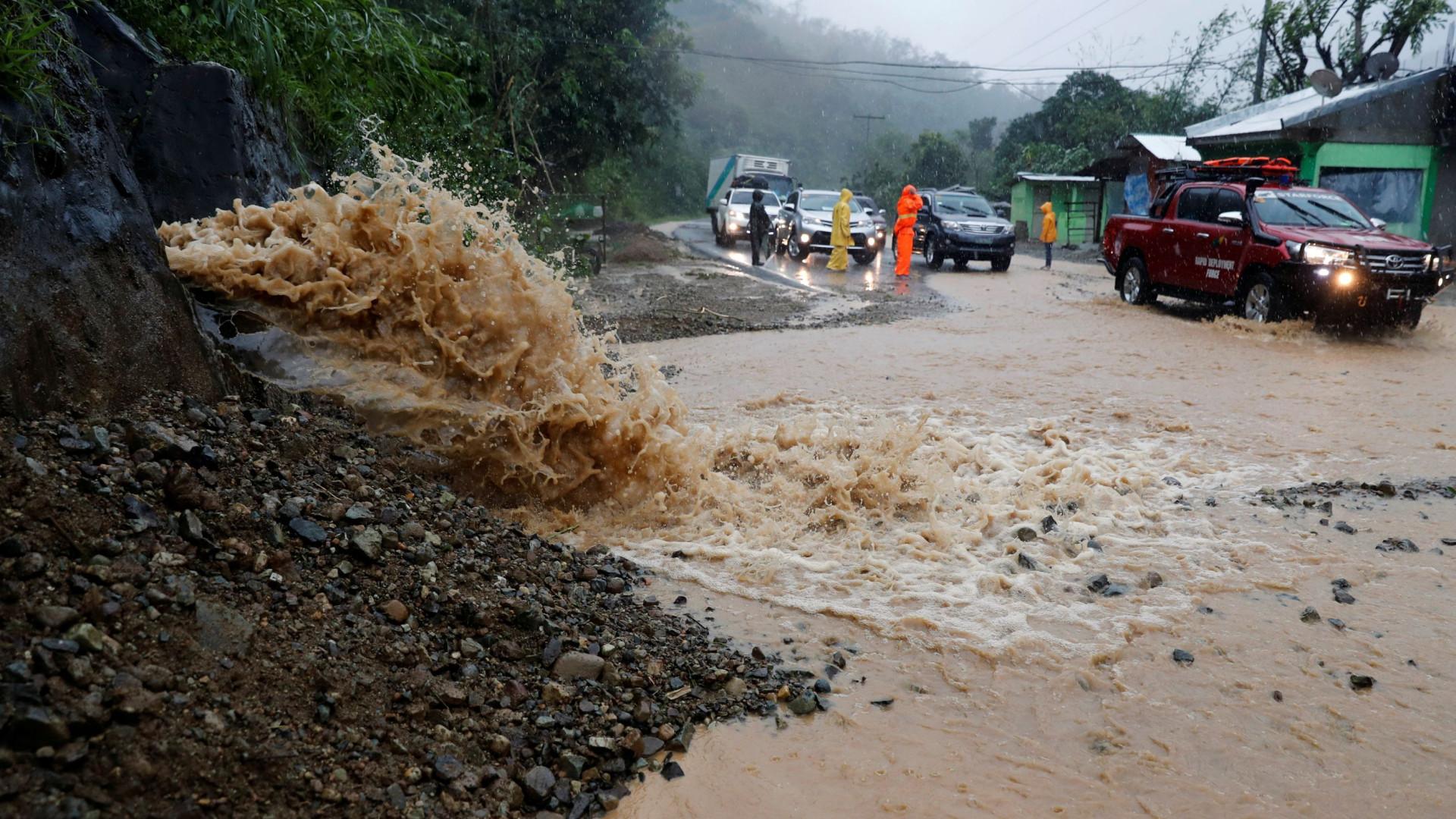 Tufão Mangkhut chega ao sul da China com fortes chuvas e ventos