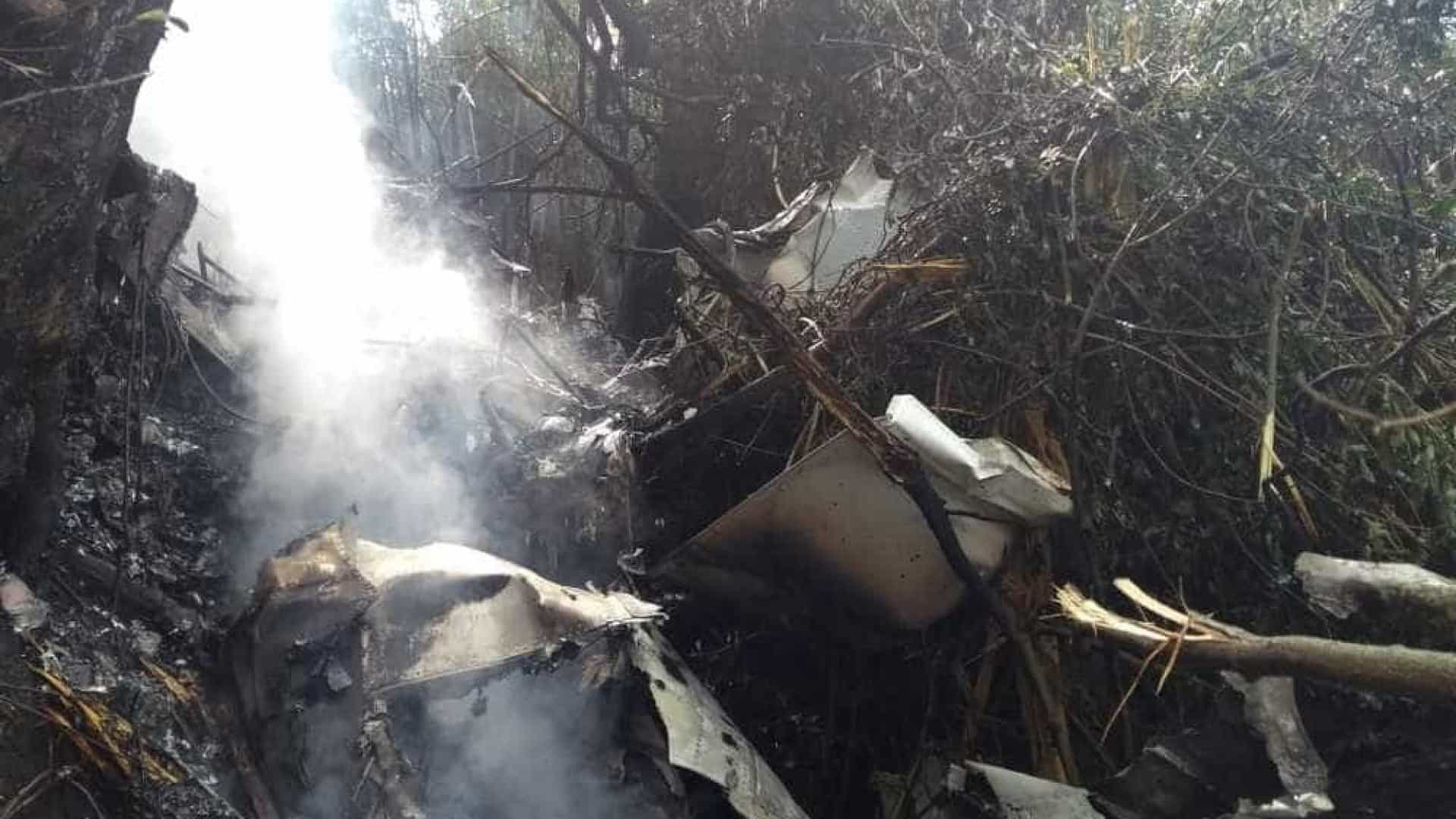 Avião de pequeno porte cai e pega fogo em Santa Catarina