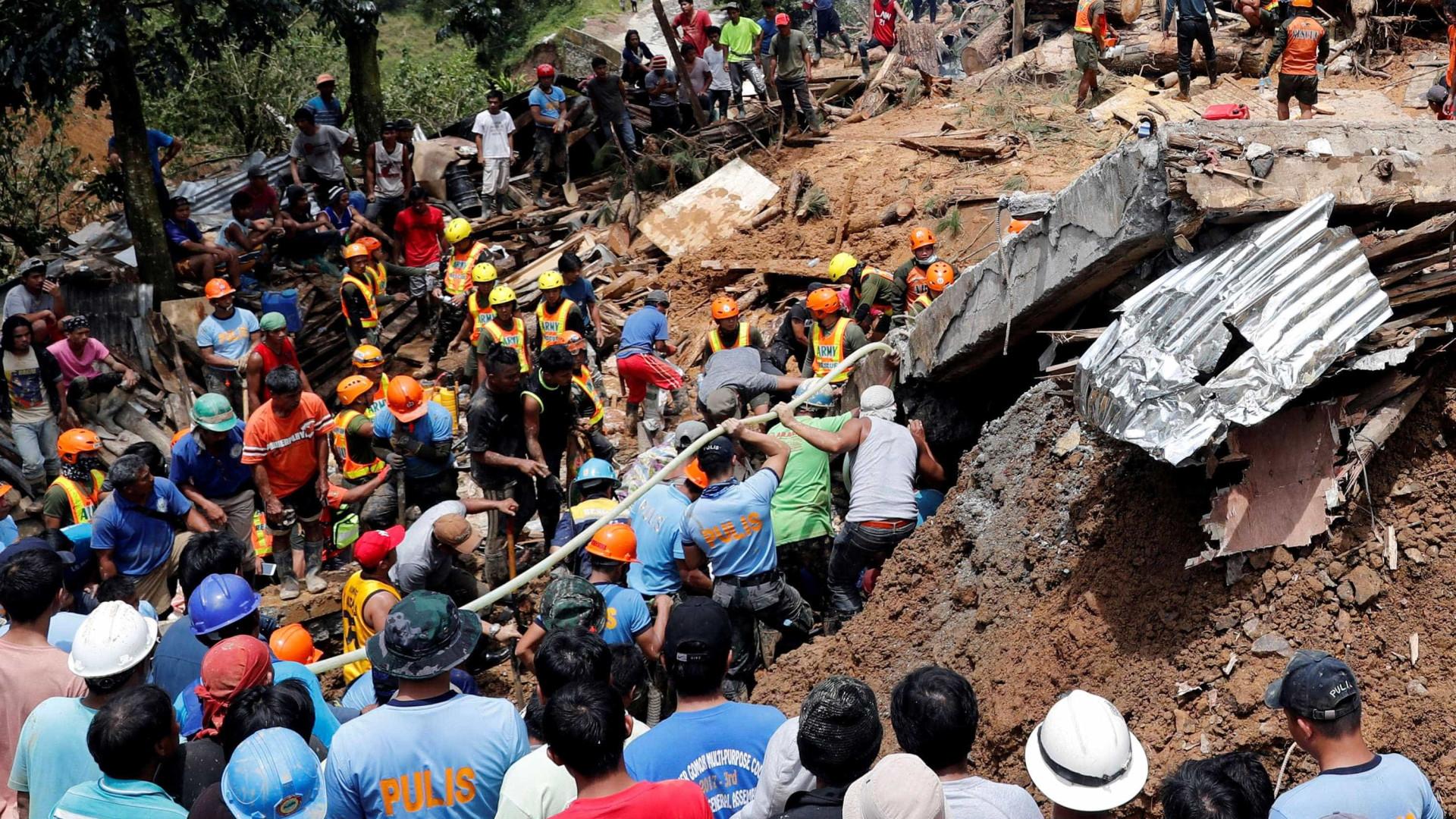 Passagem de tufão deixa 74 mortos nas Filipinas