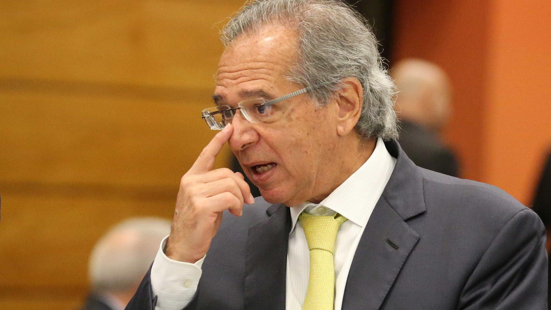 Guru econômico de Bolsonaro, Guedes cancela compromissos em série