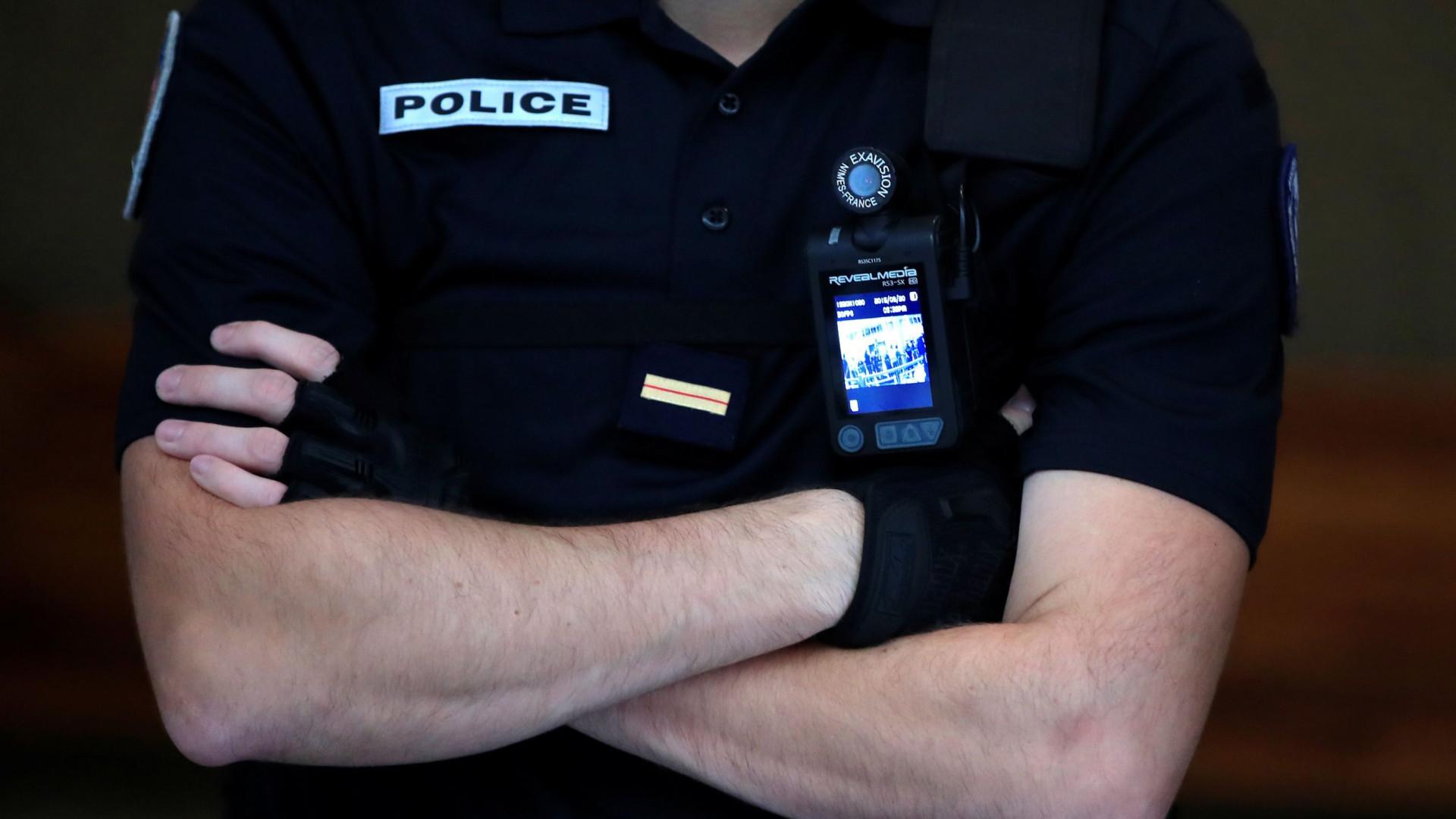 Cinco adolescentes são detidos na França por estupro de jovem