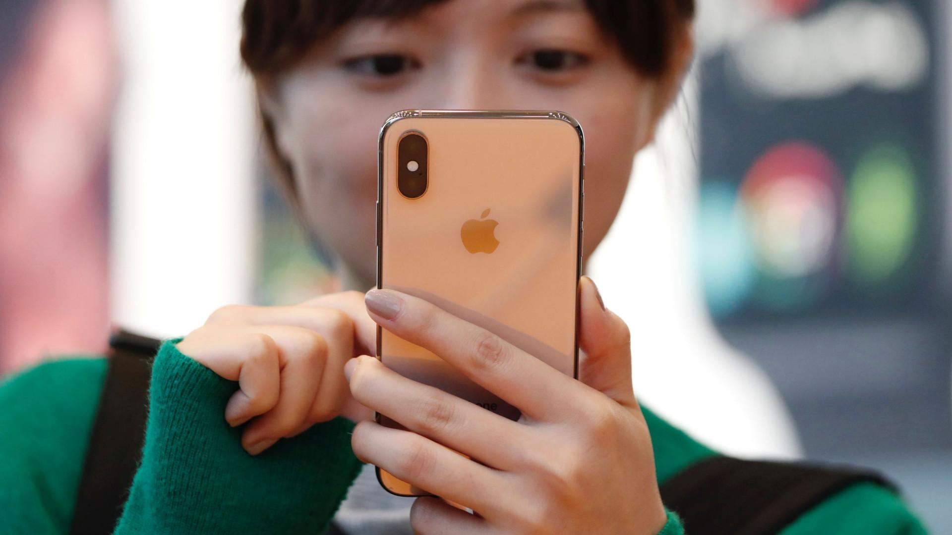 Com venda fraca de iPhones, Apple revisa receita para baixo