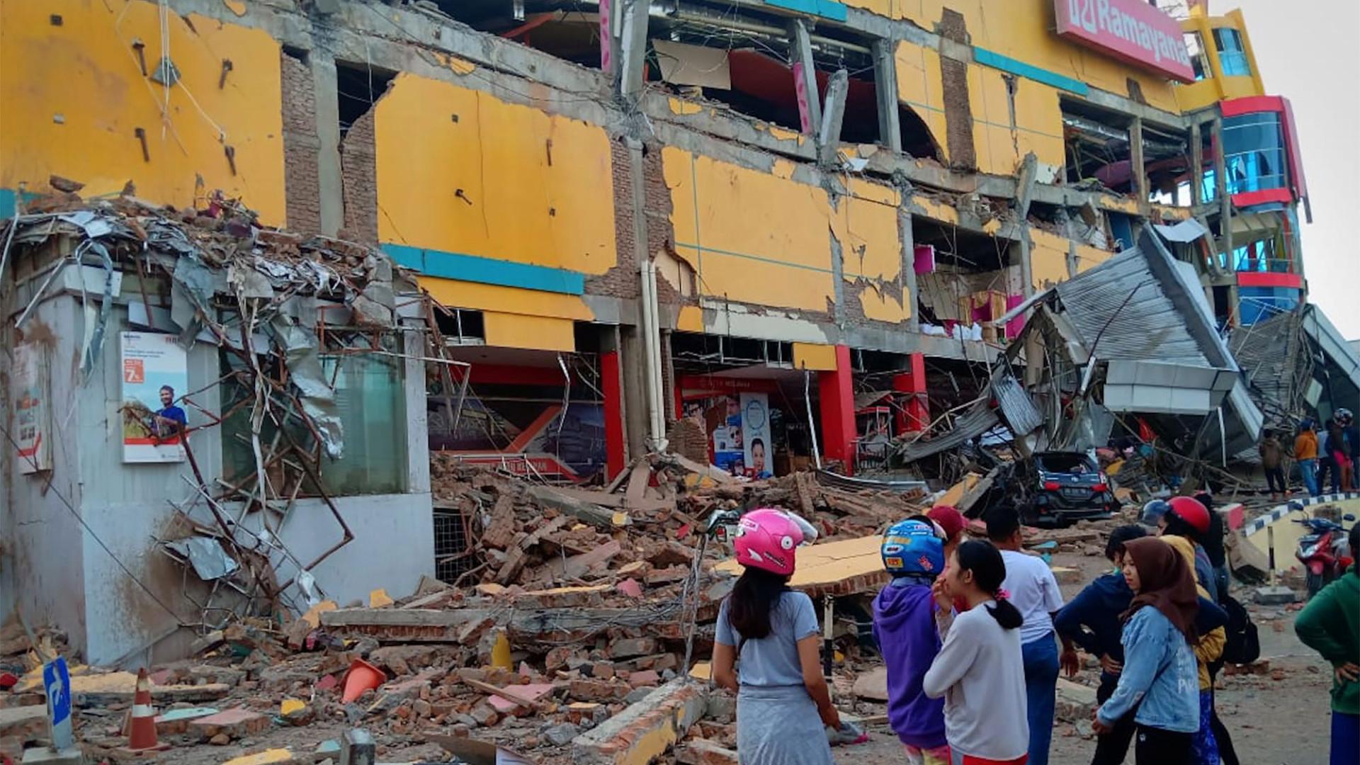 Número de mortos na Indonésia sobe para 832