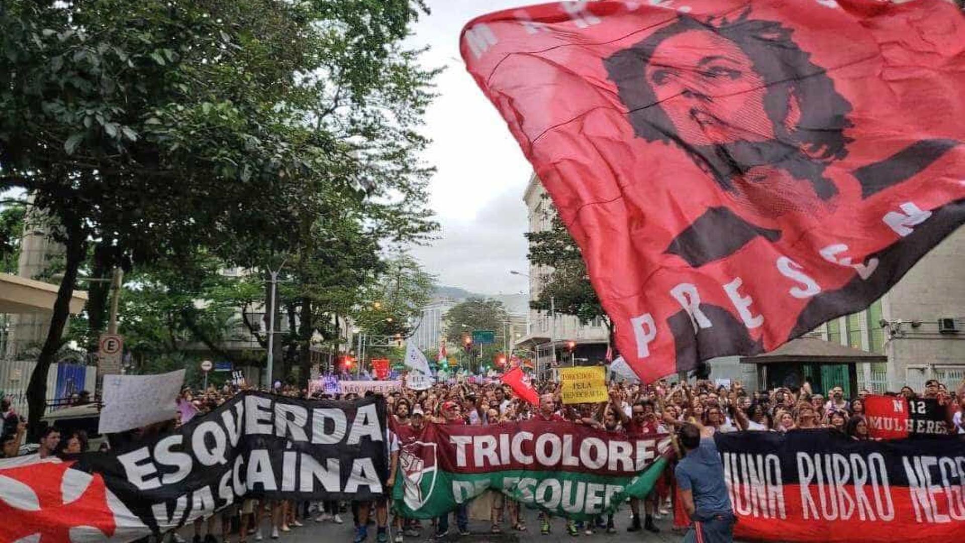 No Rio, ato contra Bolsonaro une torcedores de Fla, Flu, Vasco e Bota