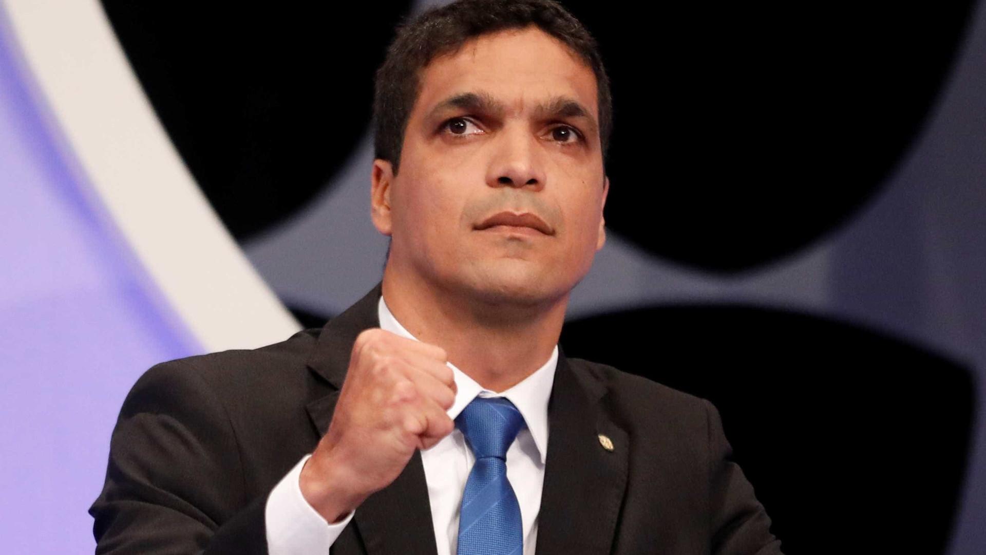 A Globo 'vai cair', profetiza Cabo Daciolo após ser barrado em debate