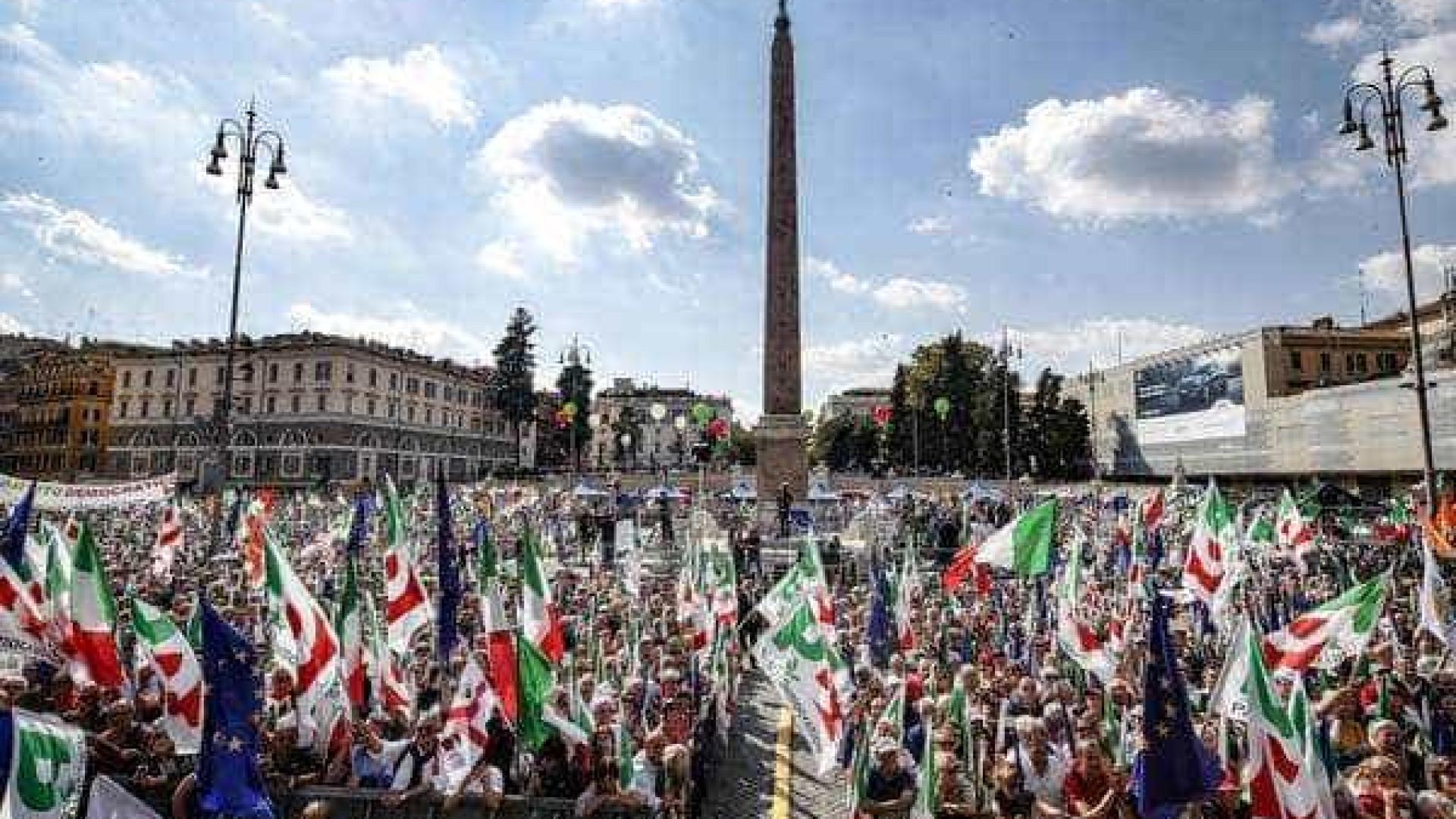 Ato contra o governo reúne milhares de pessoas em Roma