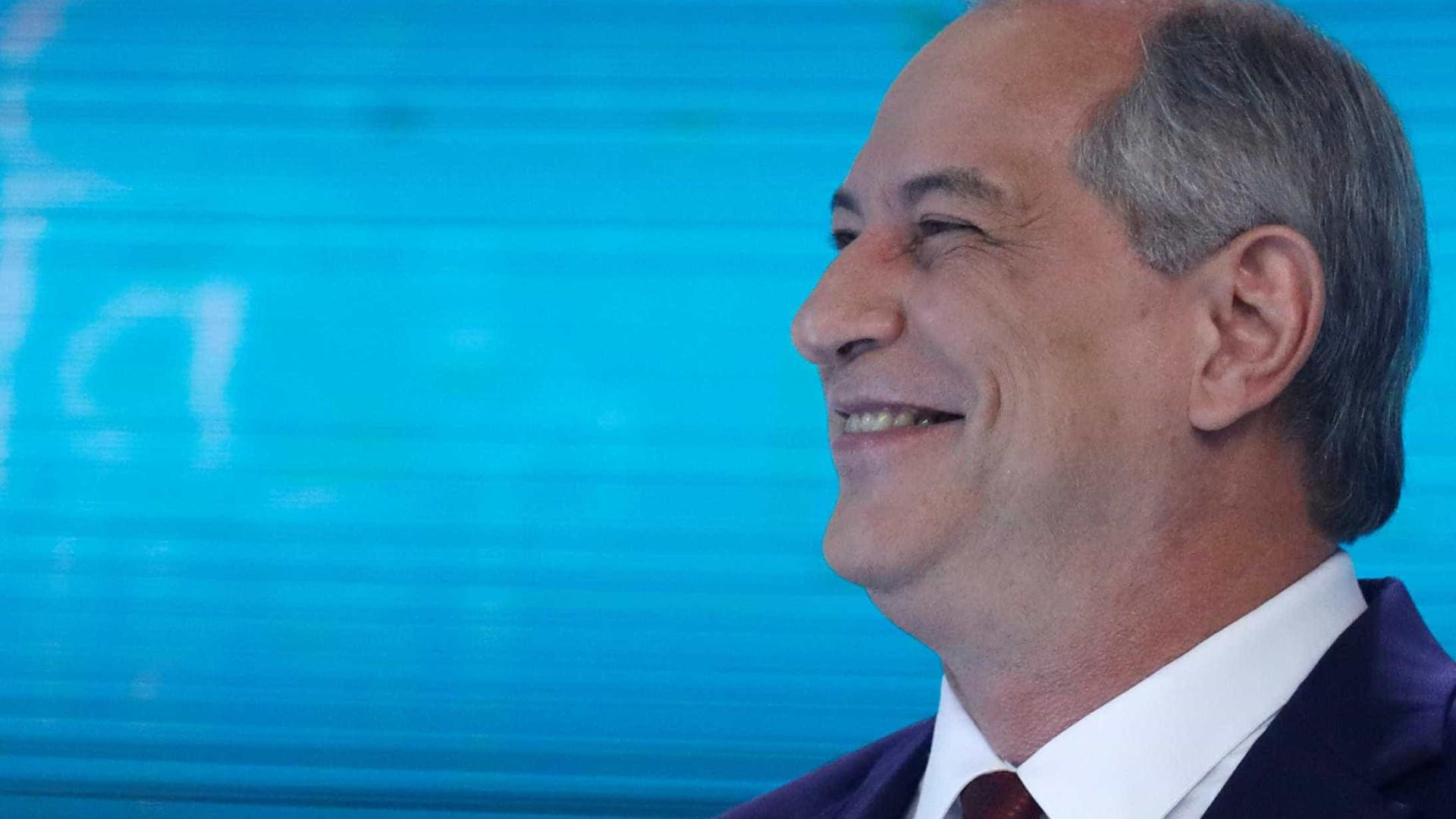 Migração de 'voto Ciro' no Ceará tem outdoor pró Bolsonaro e apoio a PT