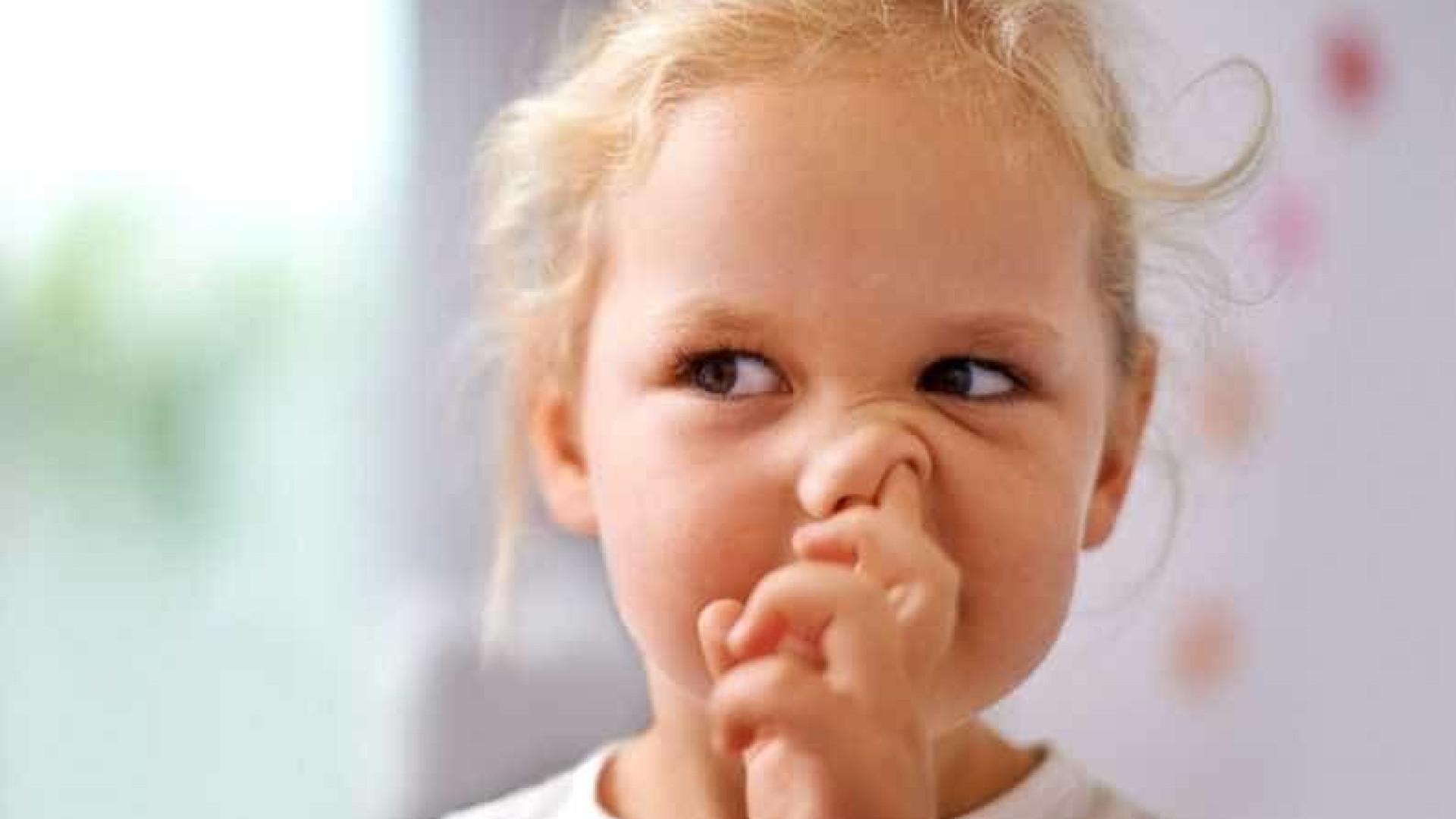 Tirar 'melecas' do nariz e comer faz bem à saúde, diz estudo
