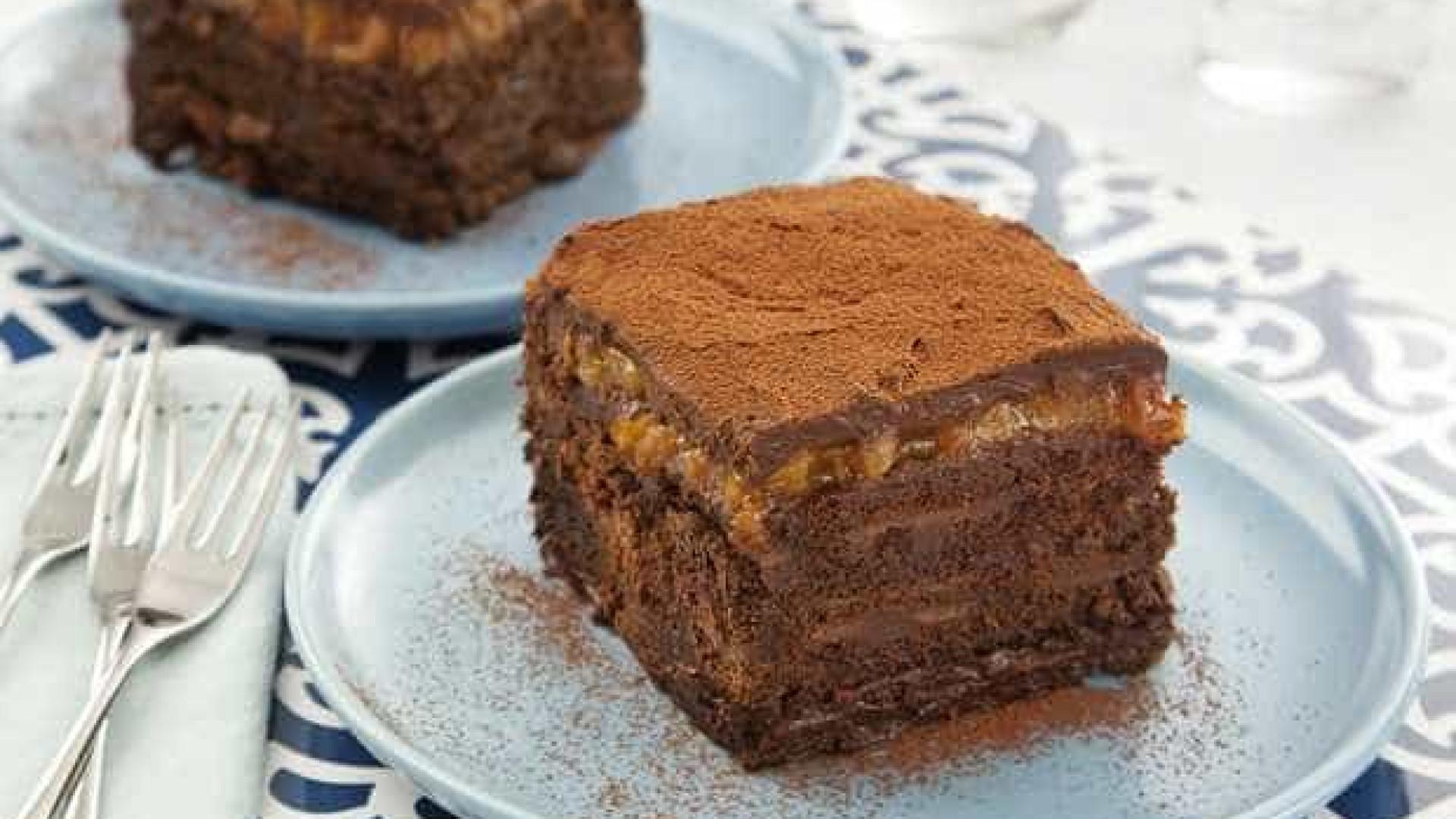 Aprenda a fazer pavê de damasco com chocolate