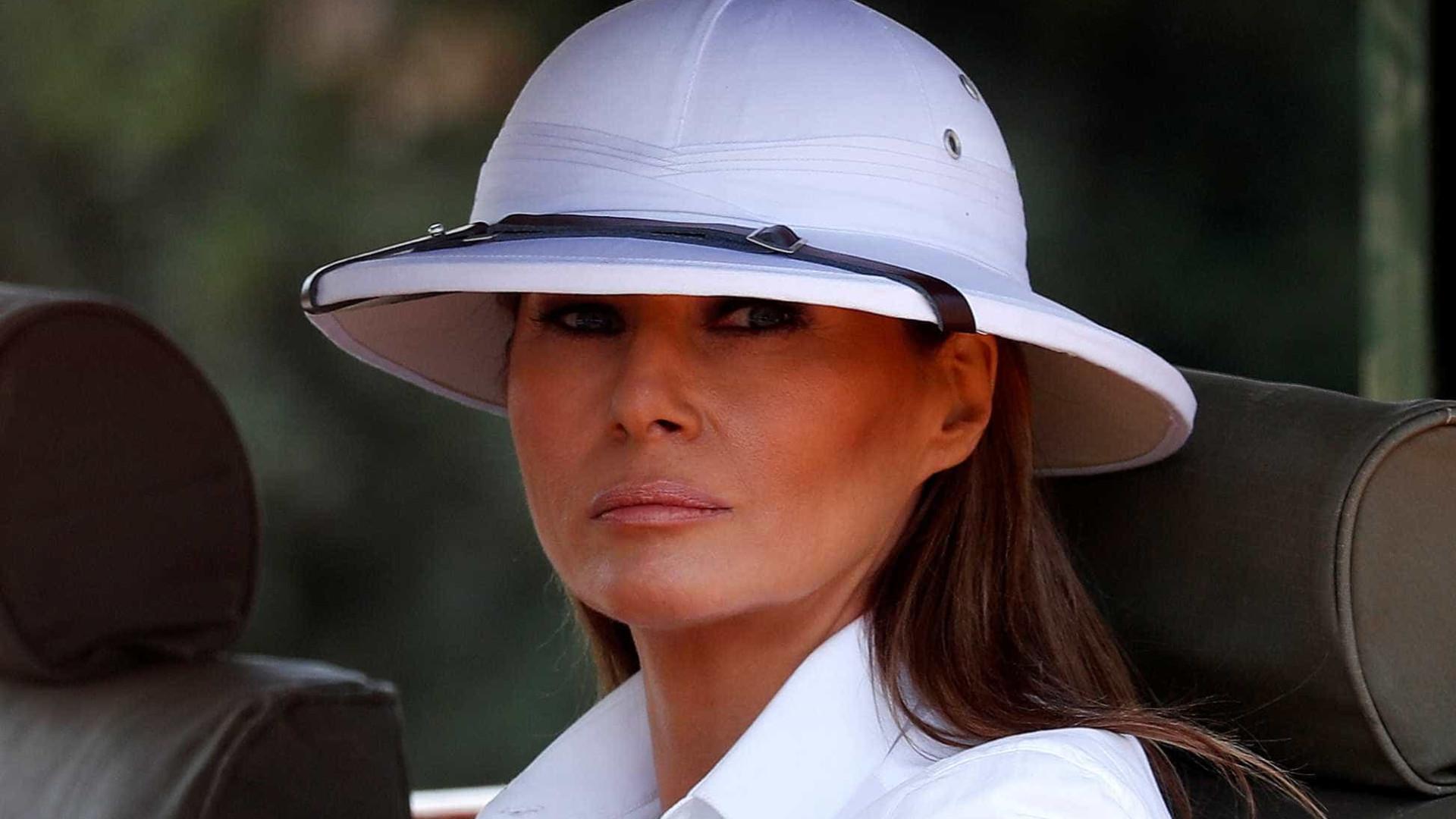 Melania Trump é criticada por usar símbolo colonialista na África