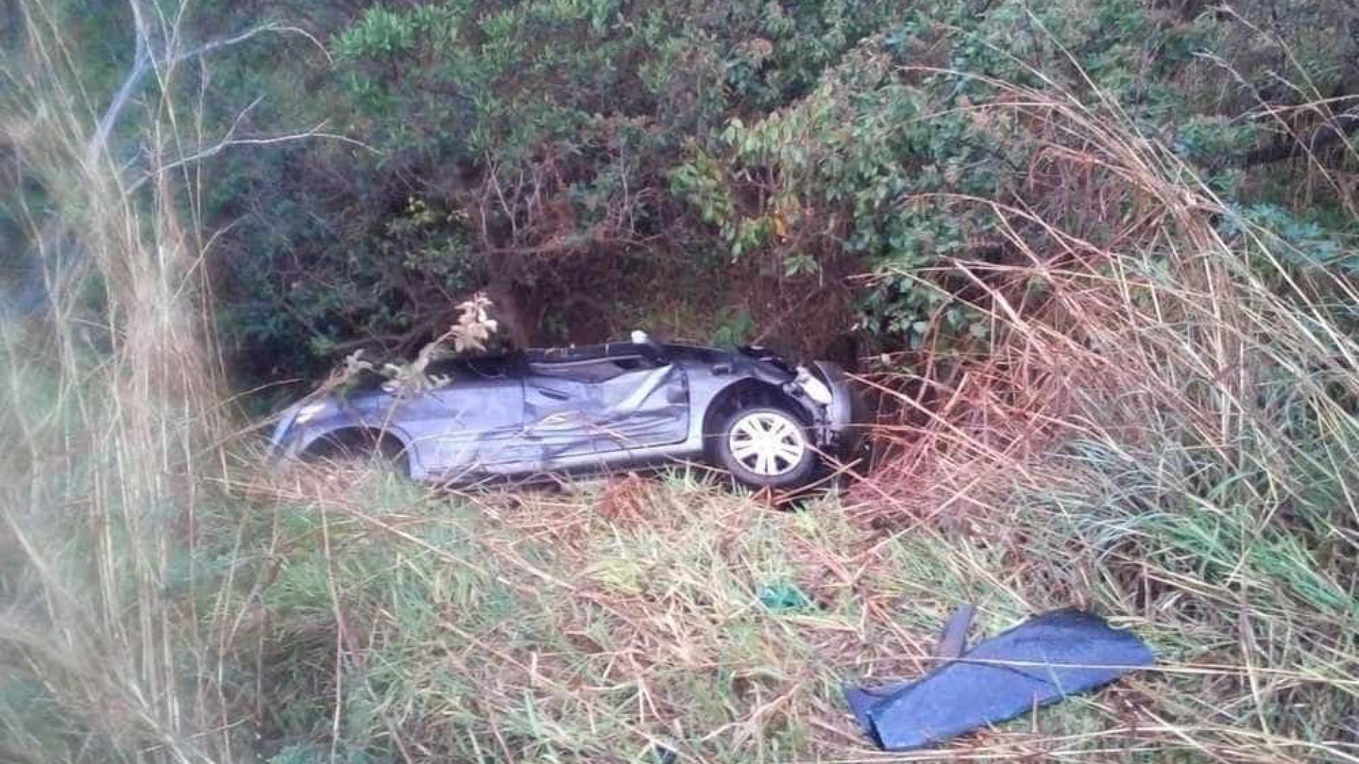 Criança pede ajuda em rodovia dois dias após família morrer em acidente