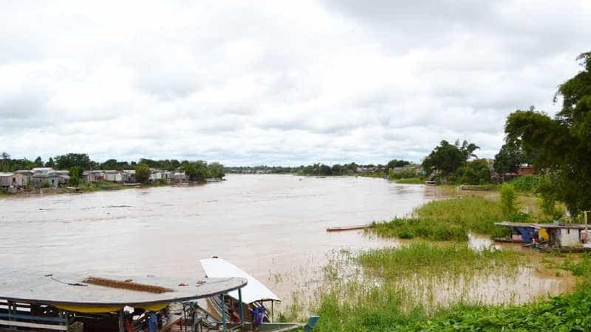 Barco é atingido por raio e três crianças morrem no Acre