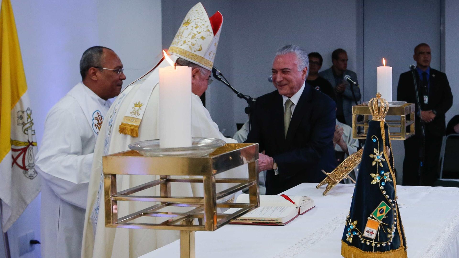 Em missa, Temer prega união e condena violência