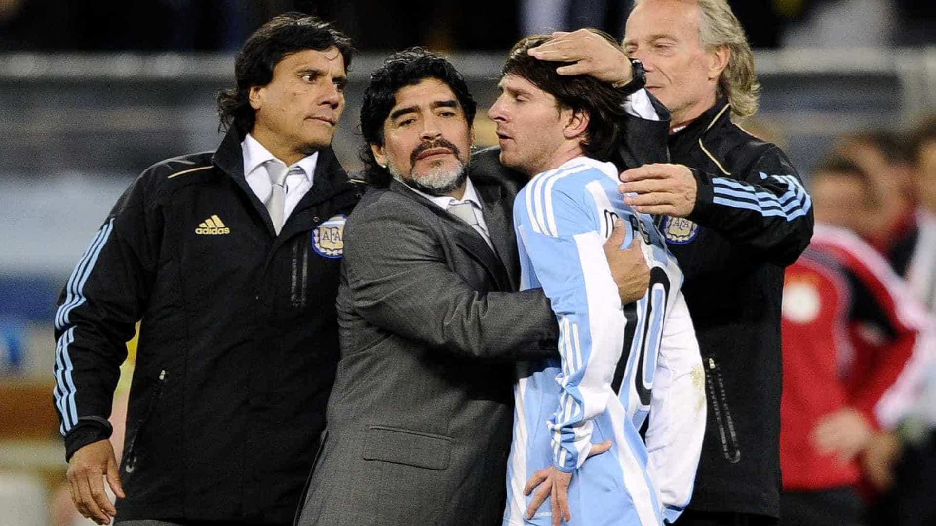 Maradona critica Messi: 'Vai ao banheiro 20 vezes antes do jogo'