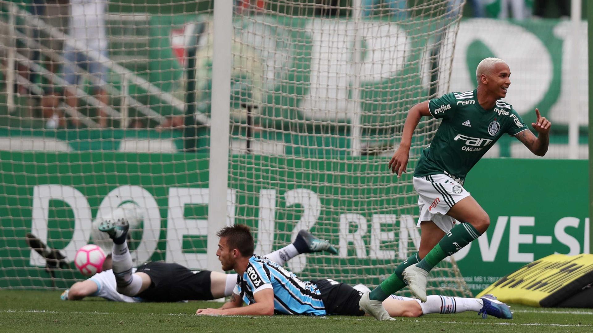 Palmeiras vence o Grêmio no Pacaembu e segue isolado na liderança