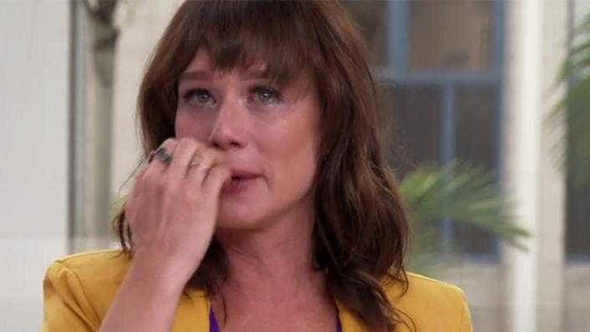 Mariana Ximenes cai no choro com homenagem de Claudia Raia