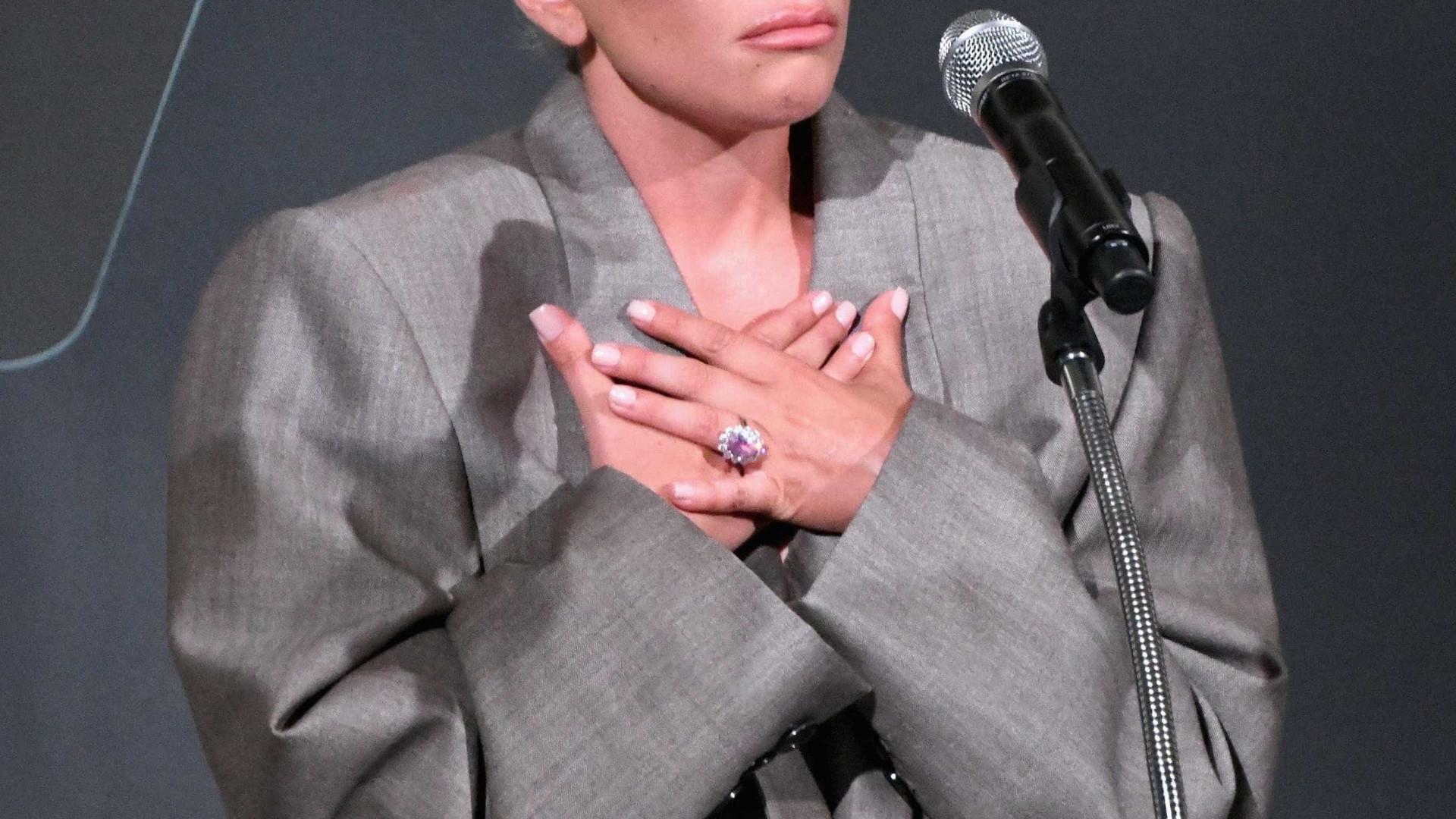 Aliança de noivado de Lady Gaga é avaliada em cerca de R$ 1,5 milhão