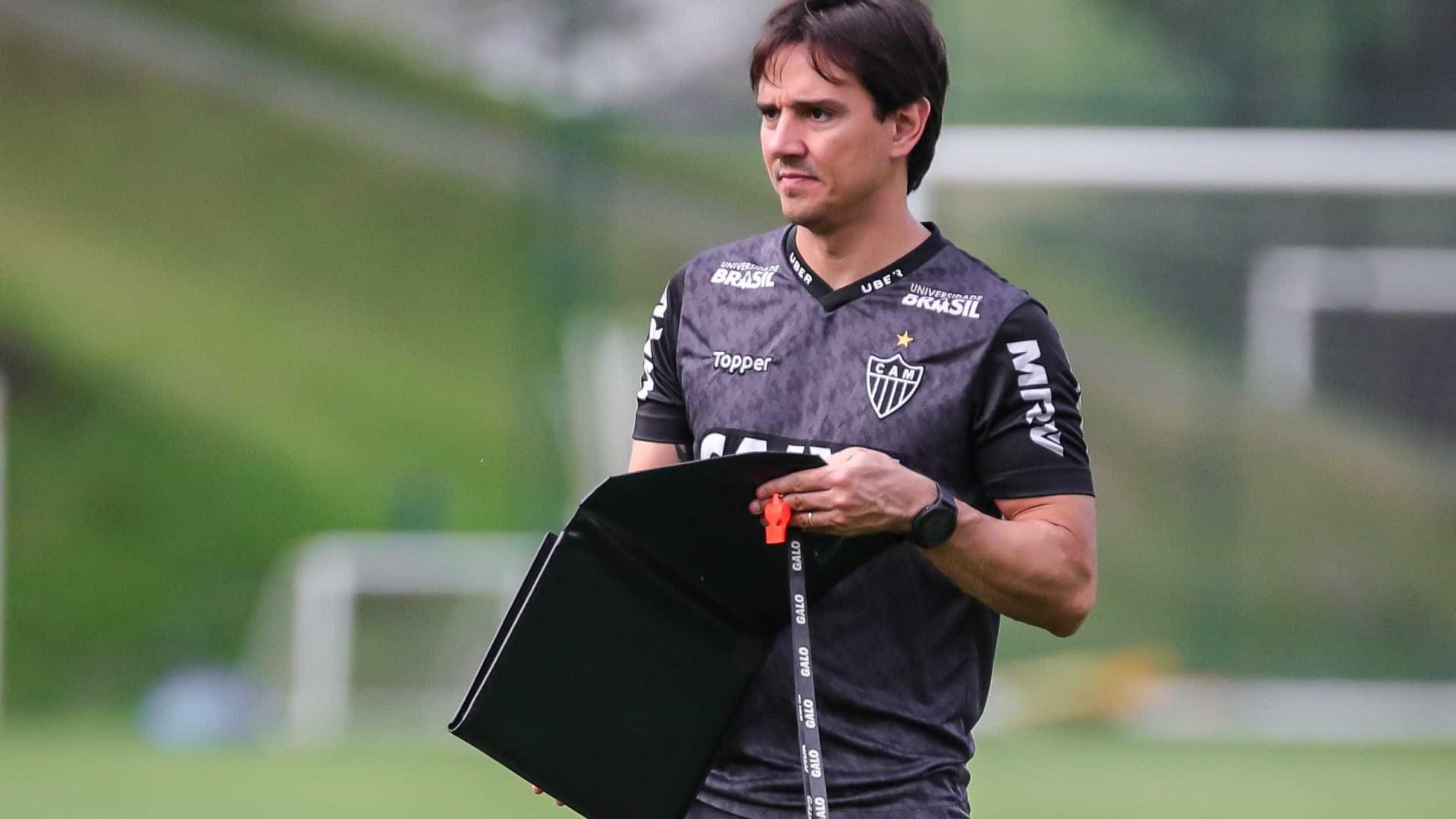 Atlético-MG demite técnico Thiago Larghi