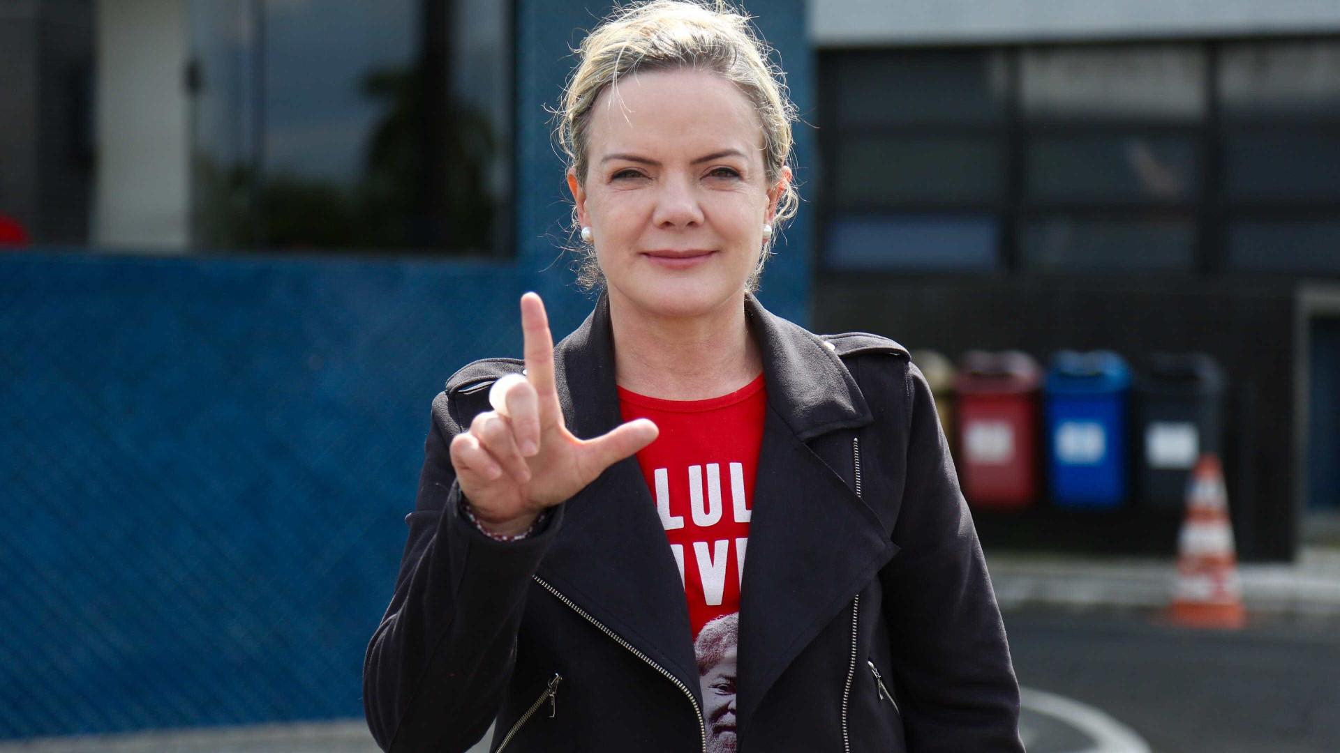 Juíza nega pedido de senadores para visitar Lula na prisão