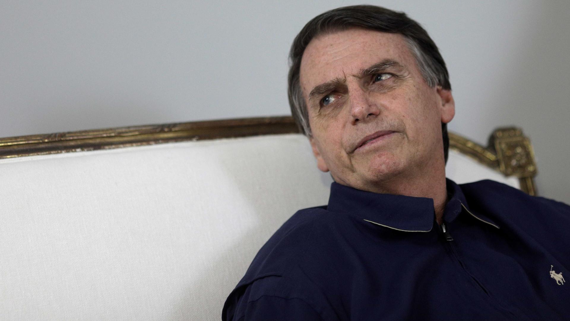 Bolsonaro fala em 'Revalida presencial' para médicos cubanos