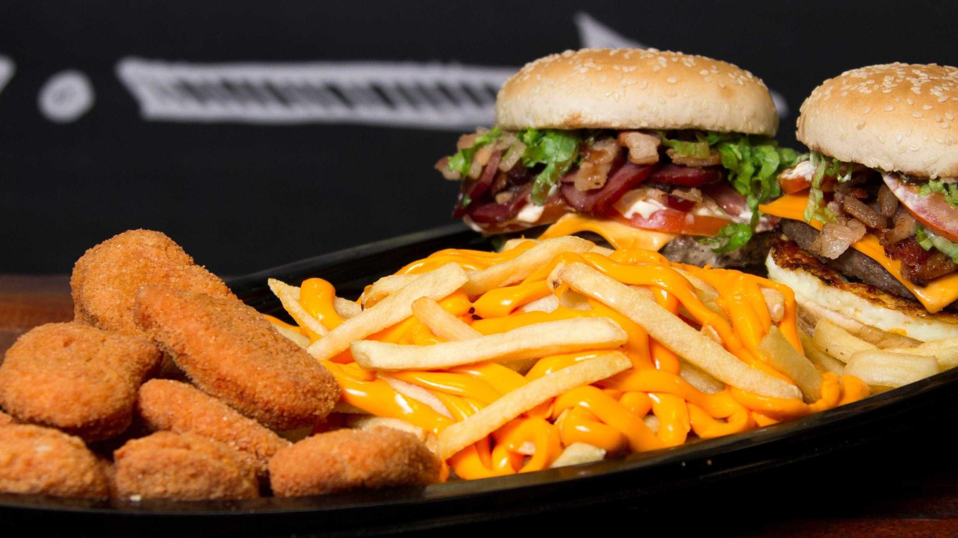 'Arrumadinha', barca de hambúrguer é nova moda entre paulistanos