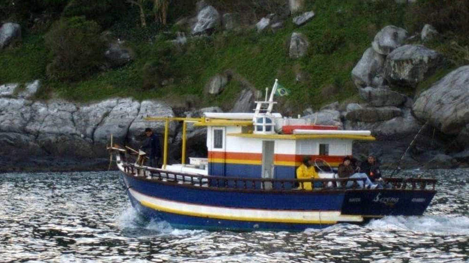 Barco naufraga e deixa três mortos em Santos
