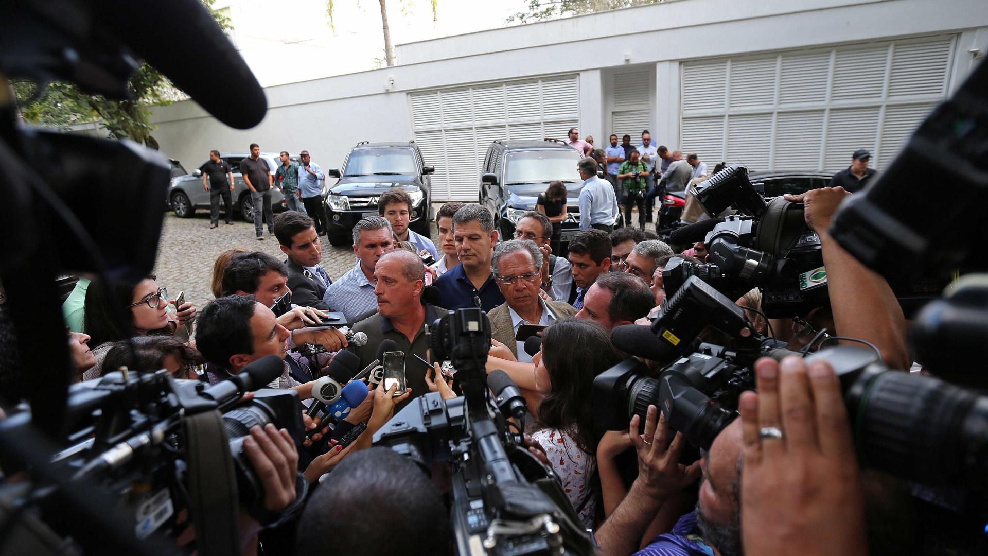 General desiste de ministério e leva crise ao QG de Bolsonaro