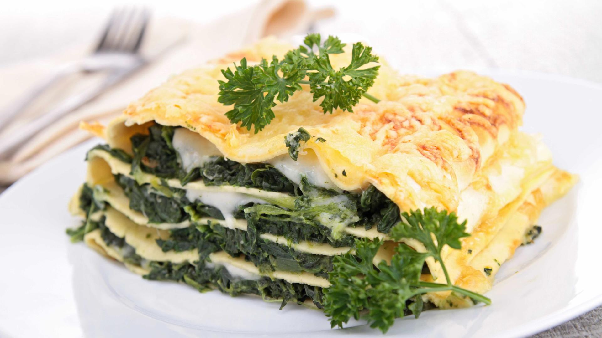 Lasanha de espinafre utiliza produtos da safra de primavera; aprenda