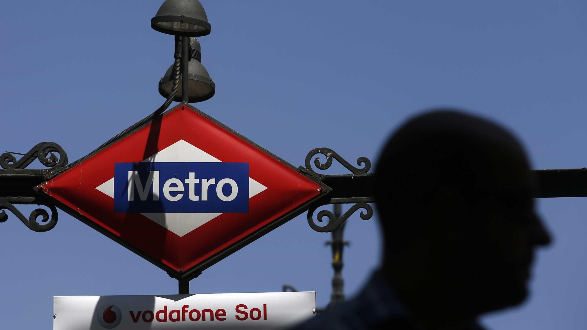 Suspeita de bomba evacua trens em Barcelona